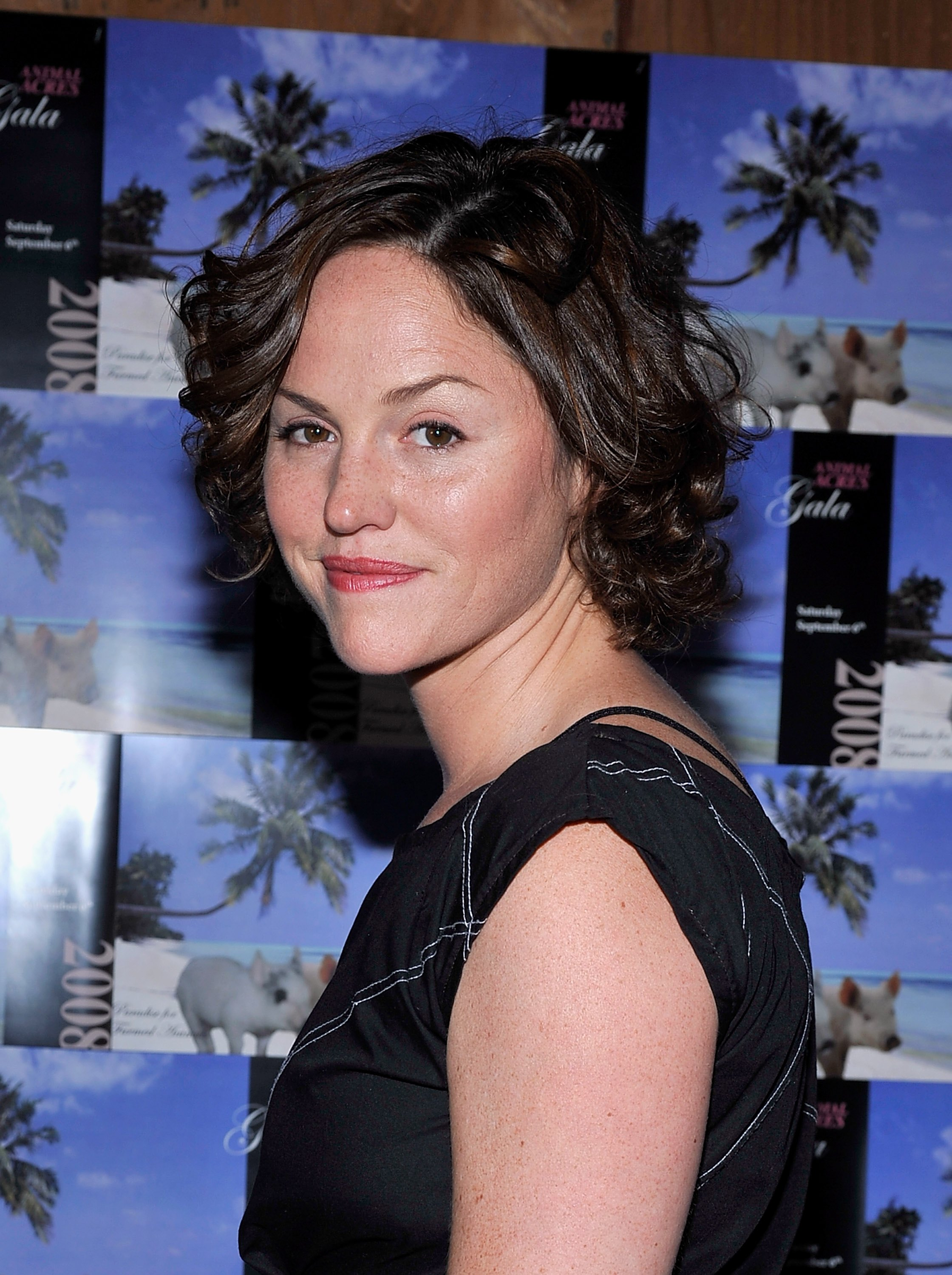 06684_Celebutopia-Jorja_Fox-2008_Animal_Acres_Sanctuary_Benefit_-05_122_186lo.jpg