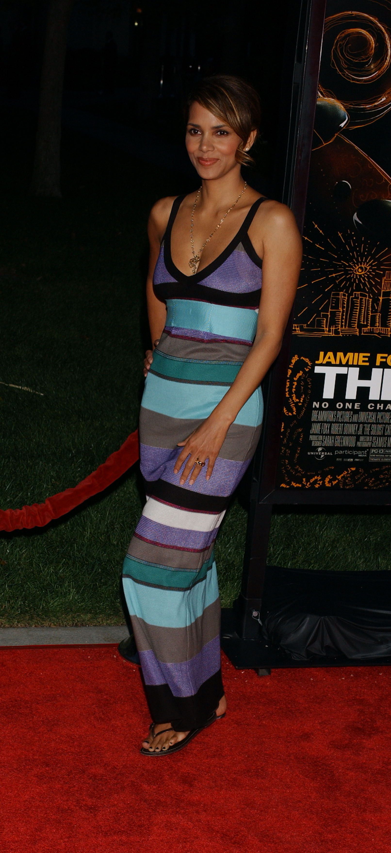65649_Halle_Berry_The_Soloist_premiere_in_Los_Angeles_55_122_114lo.jpg