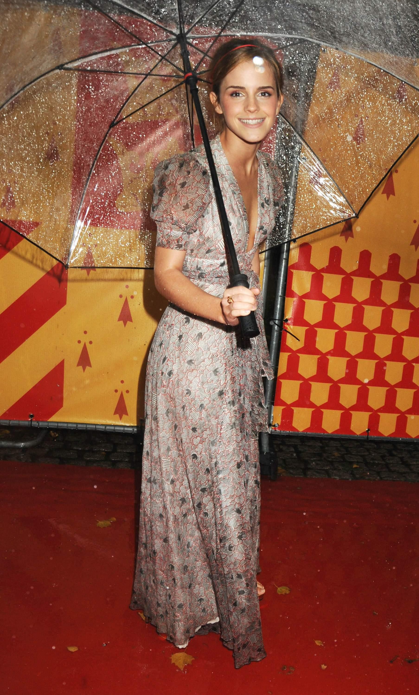53017_Emma_Watson_HPaTHBP_premiere_in_London04107_122_432lo.jpg