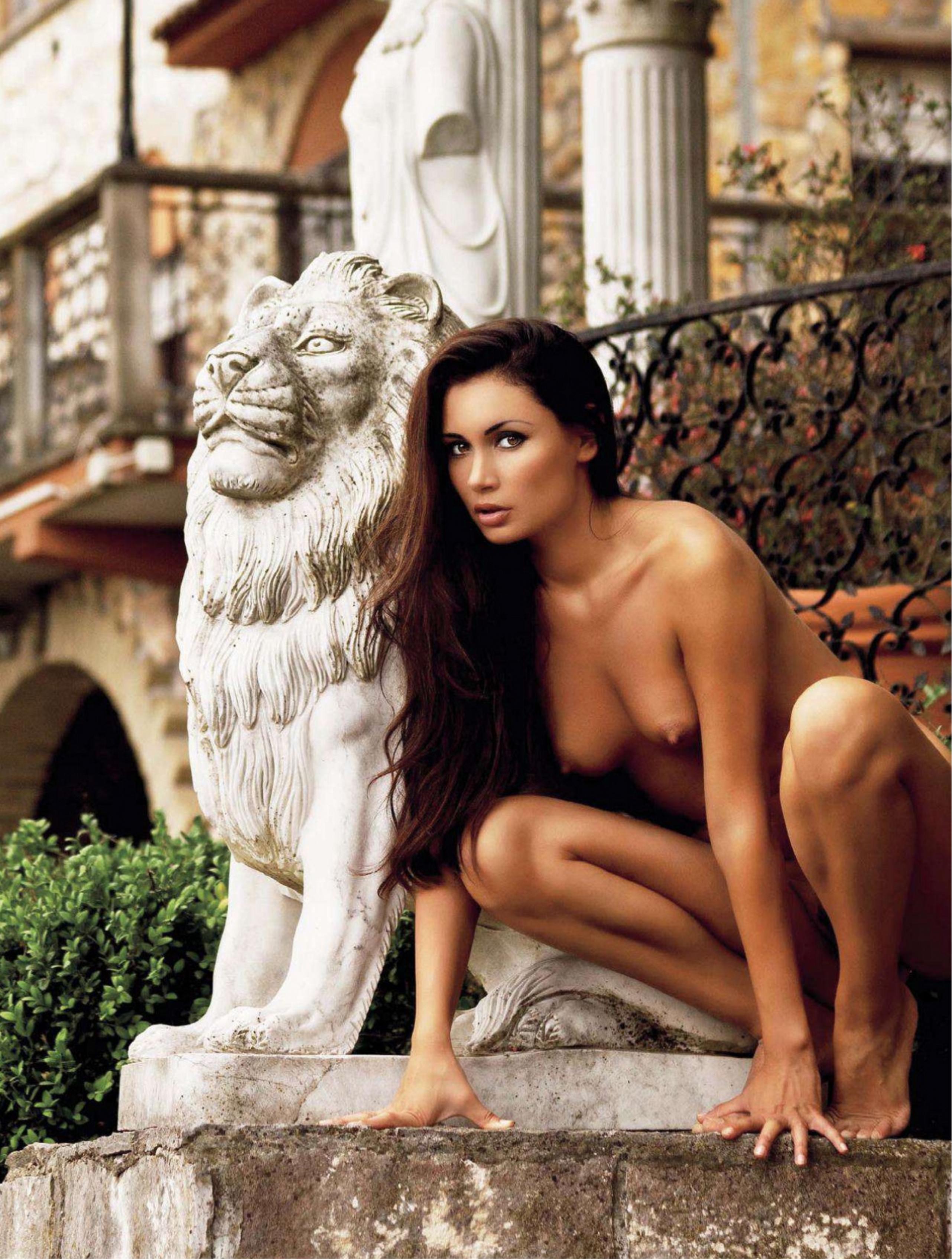 441816233_Playboy_2_2012_Croatia_Scanof.net_042_123_534lo.jpg