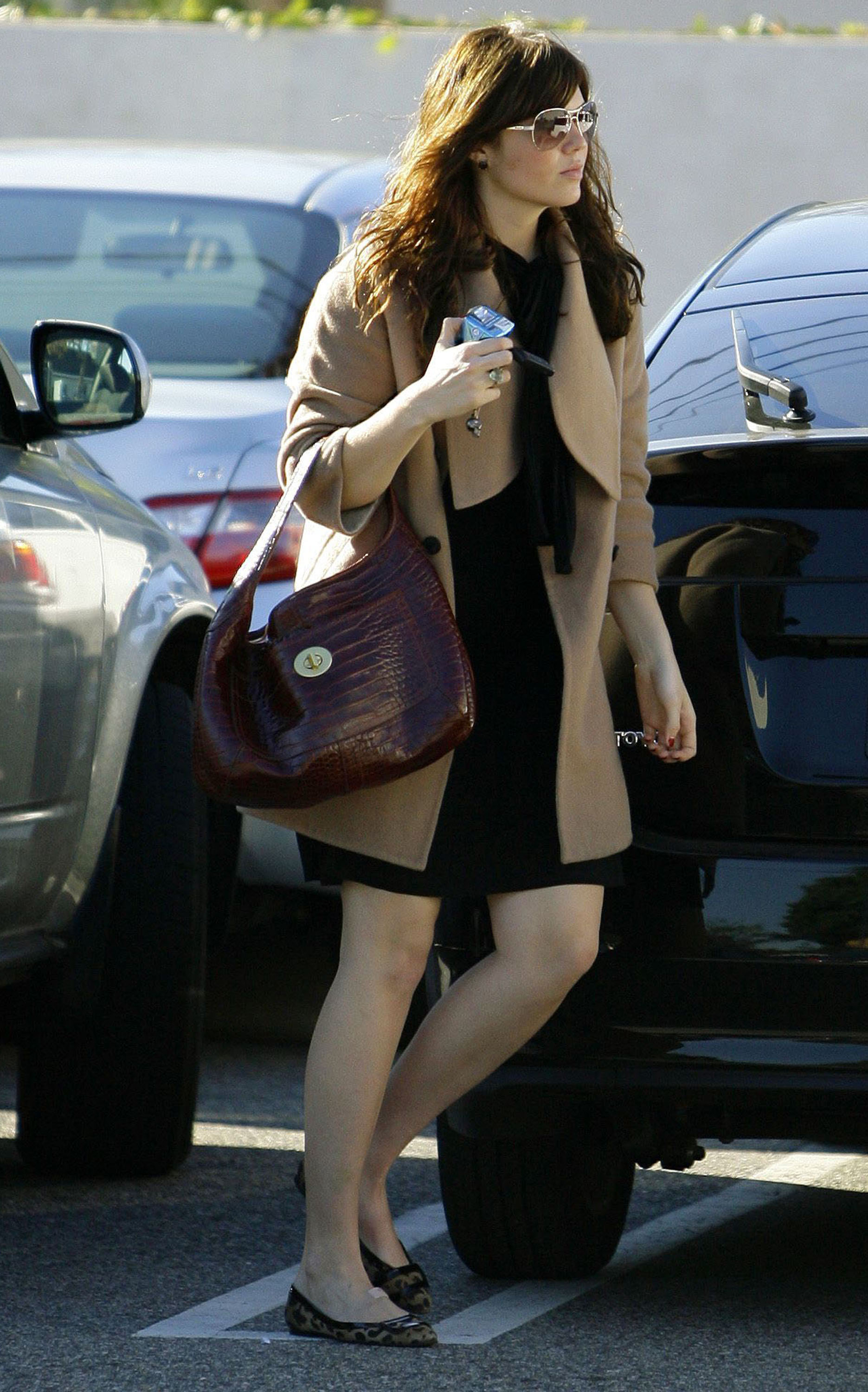 68029_celeb-city.eu_Mandy_Moore_out_and_about_in_West_Hollywood_10.12.2007_24_122_408lo.jpg