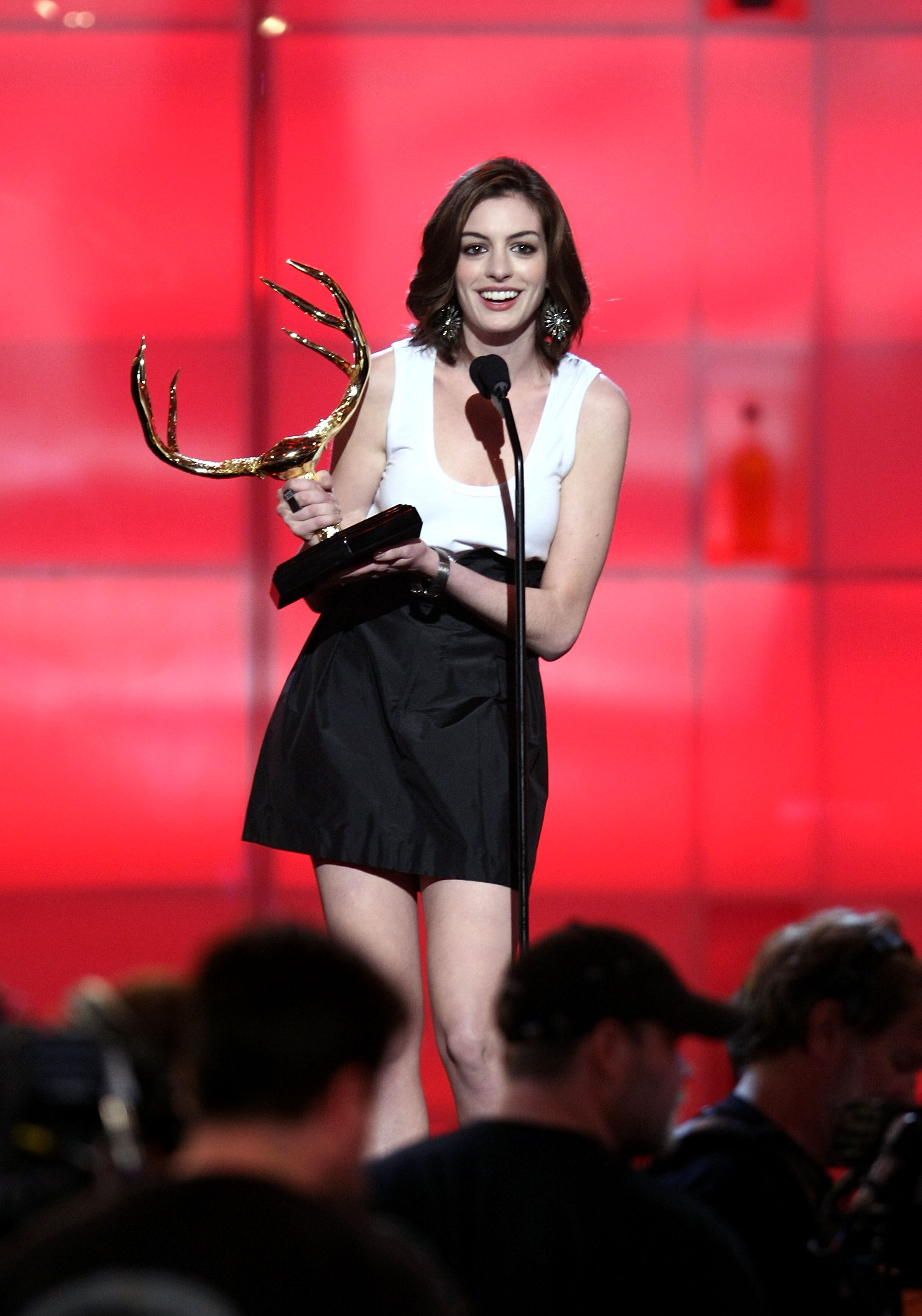 23215_Celebutopia-Anne_Hathaway-Spike_TV5s_2nd_Annual_Guys_Choice_Awards_Show-01_122_449lo.jpg