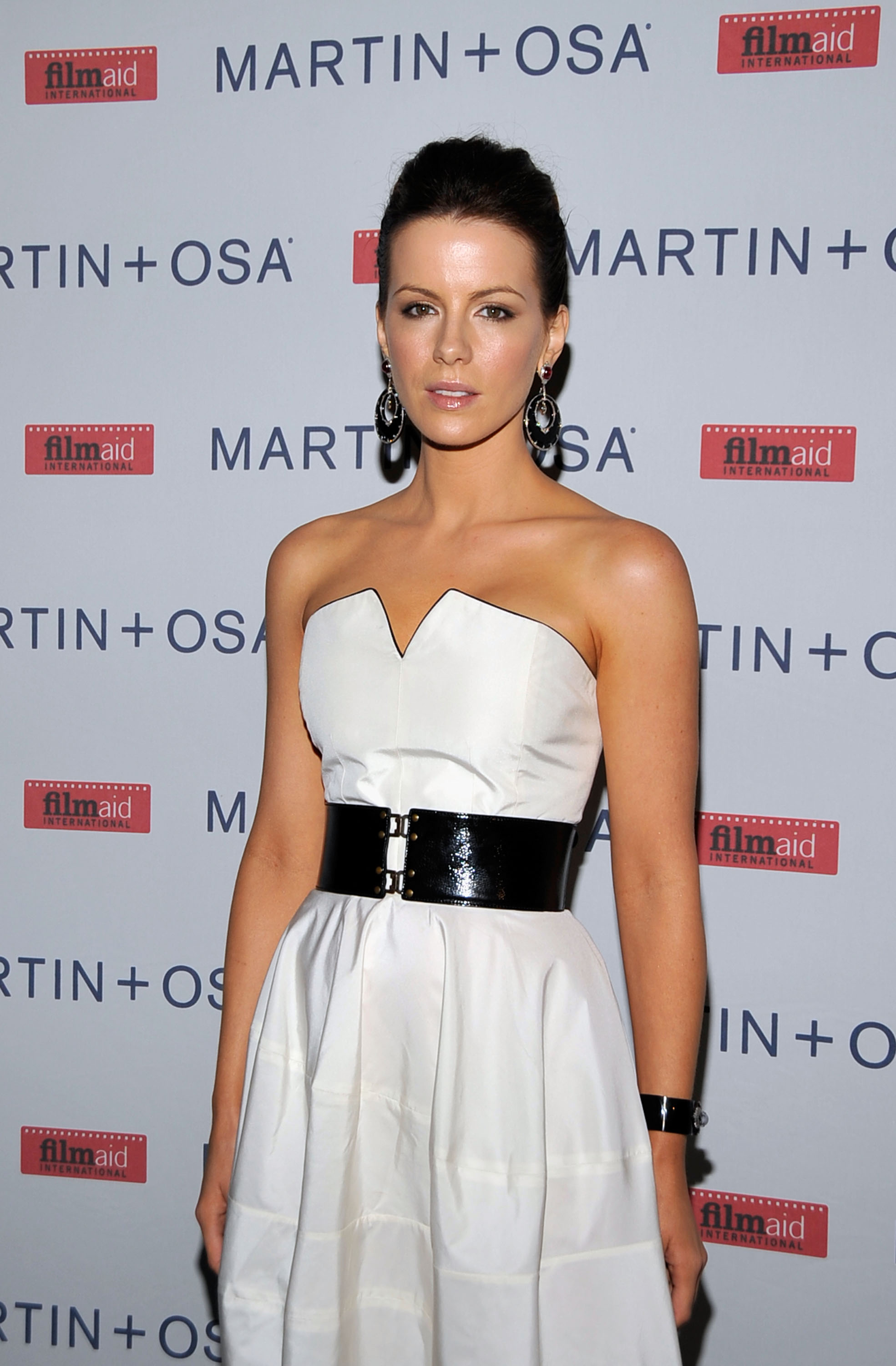 08880_Celebutopia-Kate_Beckinsale-Martin_9_Osa81s_Screening_Of_All_About_Eve_in_Hollywood-02_122_479lo.jpg