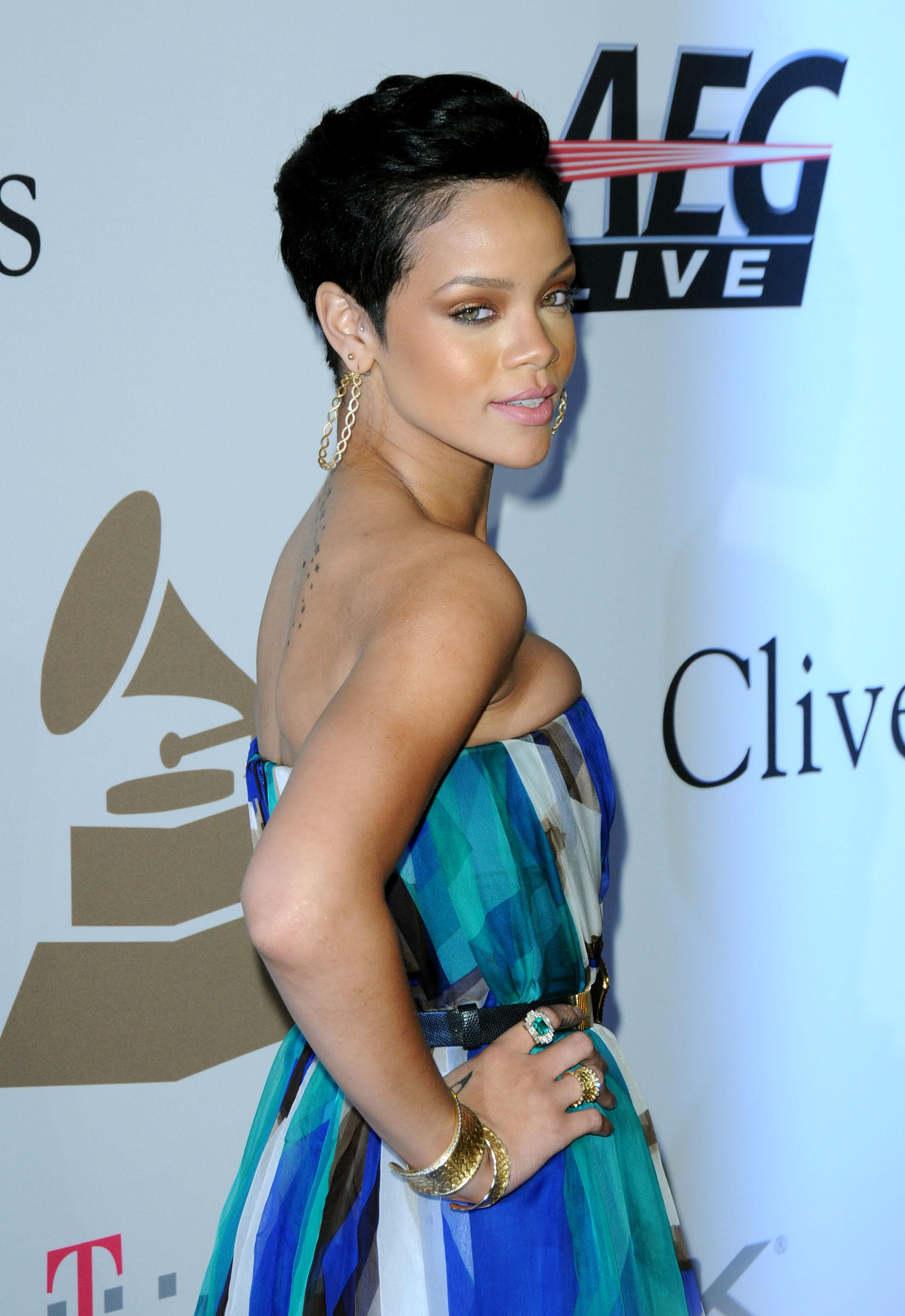 847112463_RihannaCliveDavis7_122_479lo.jpg