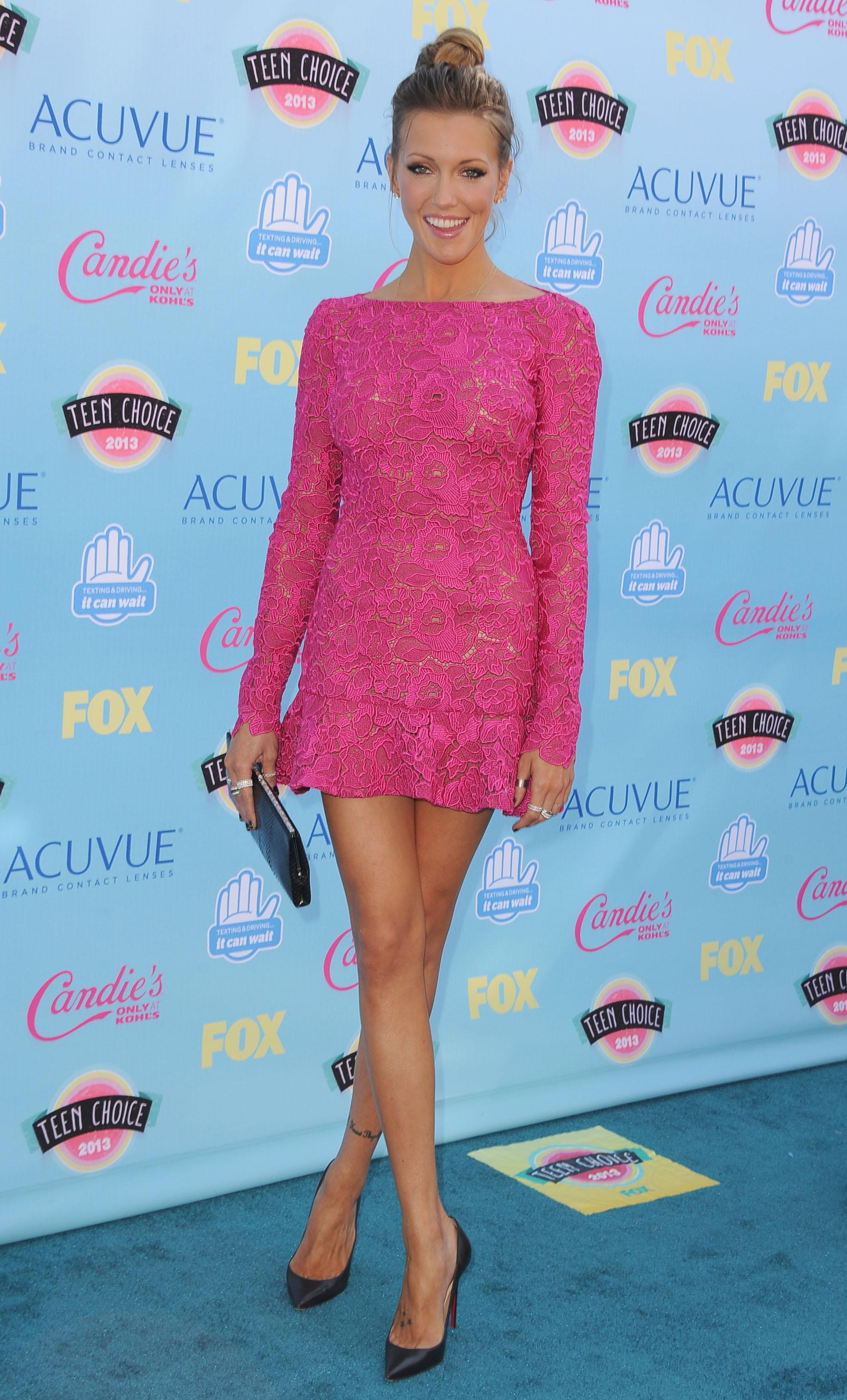 297469578_Katie_Cassidy_2013_Teen_Choice_Awards7_122_155lo.jpg
