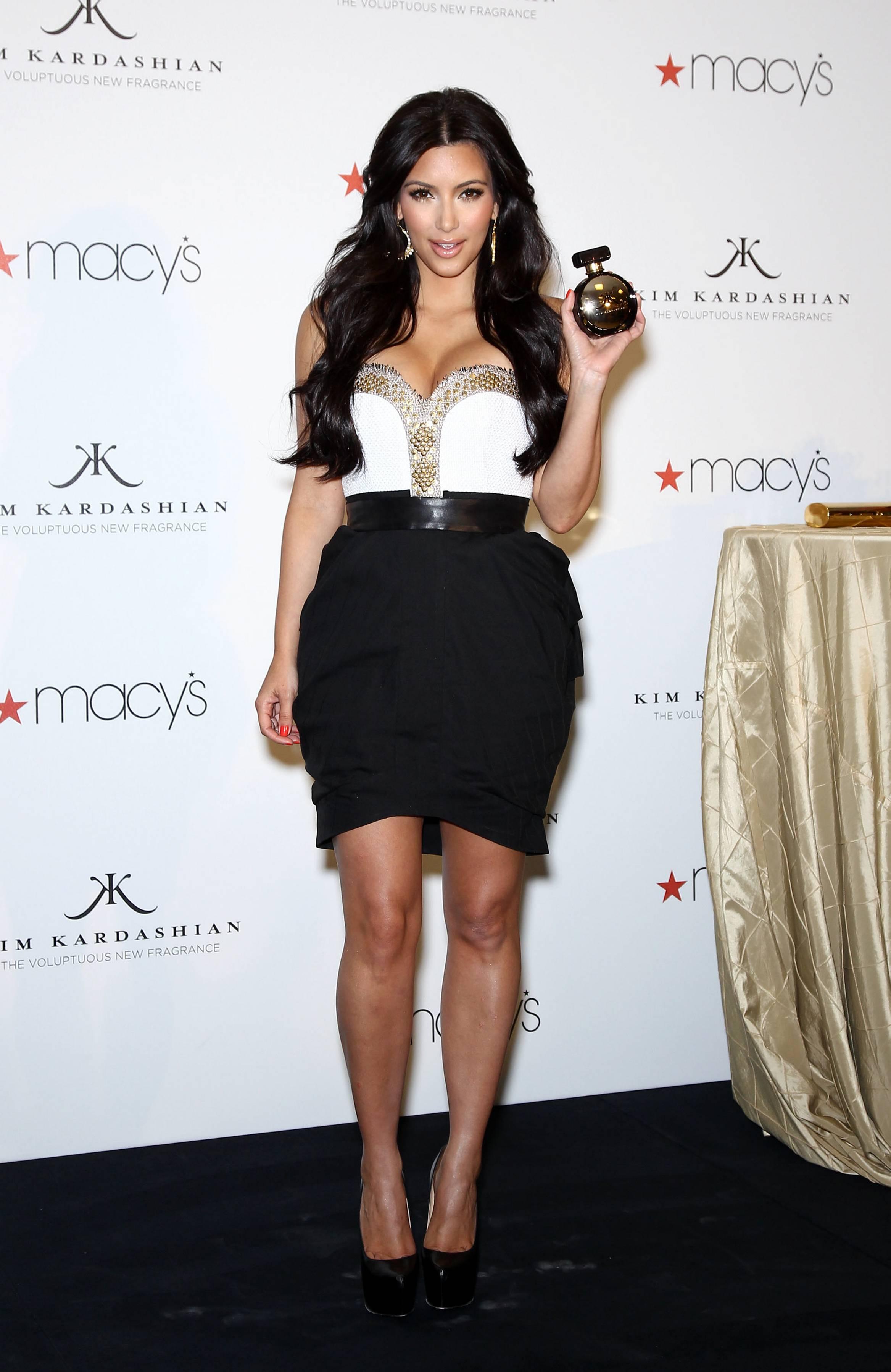 84908_celebrity_paradise.com_Kim_Kardashian_Fragance_06_122_178lo.jpg