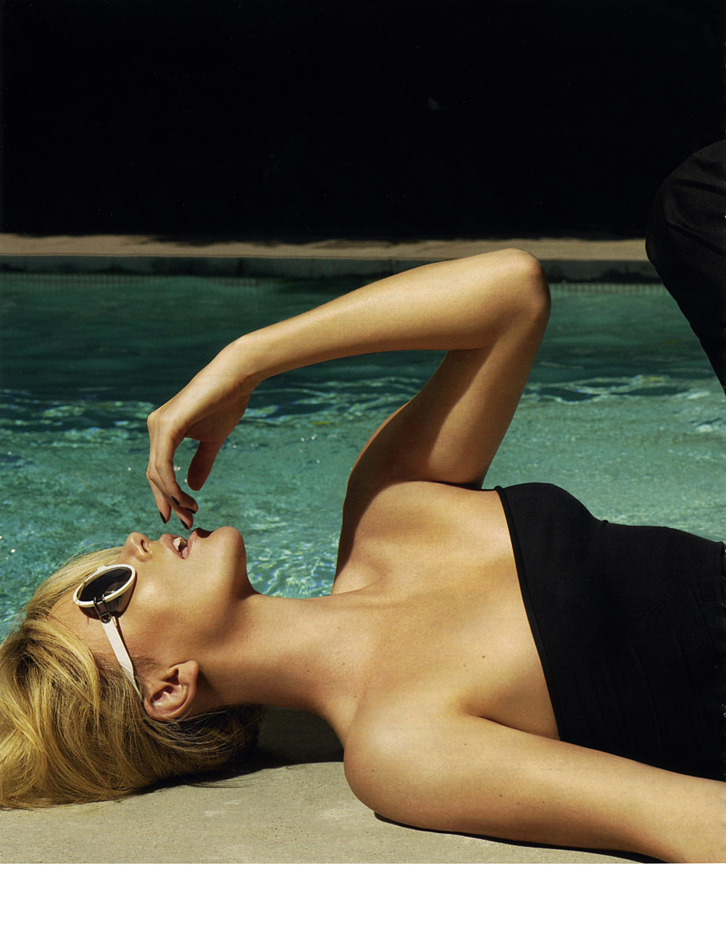 03291_Charlize_Theron_Marie_Claire-4_122_87lo.jpg