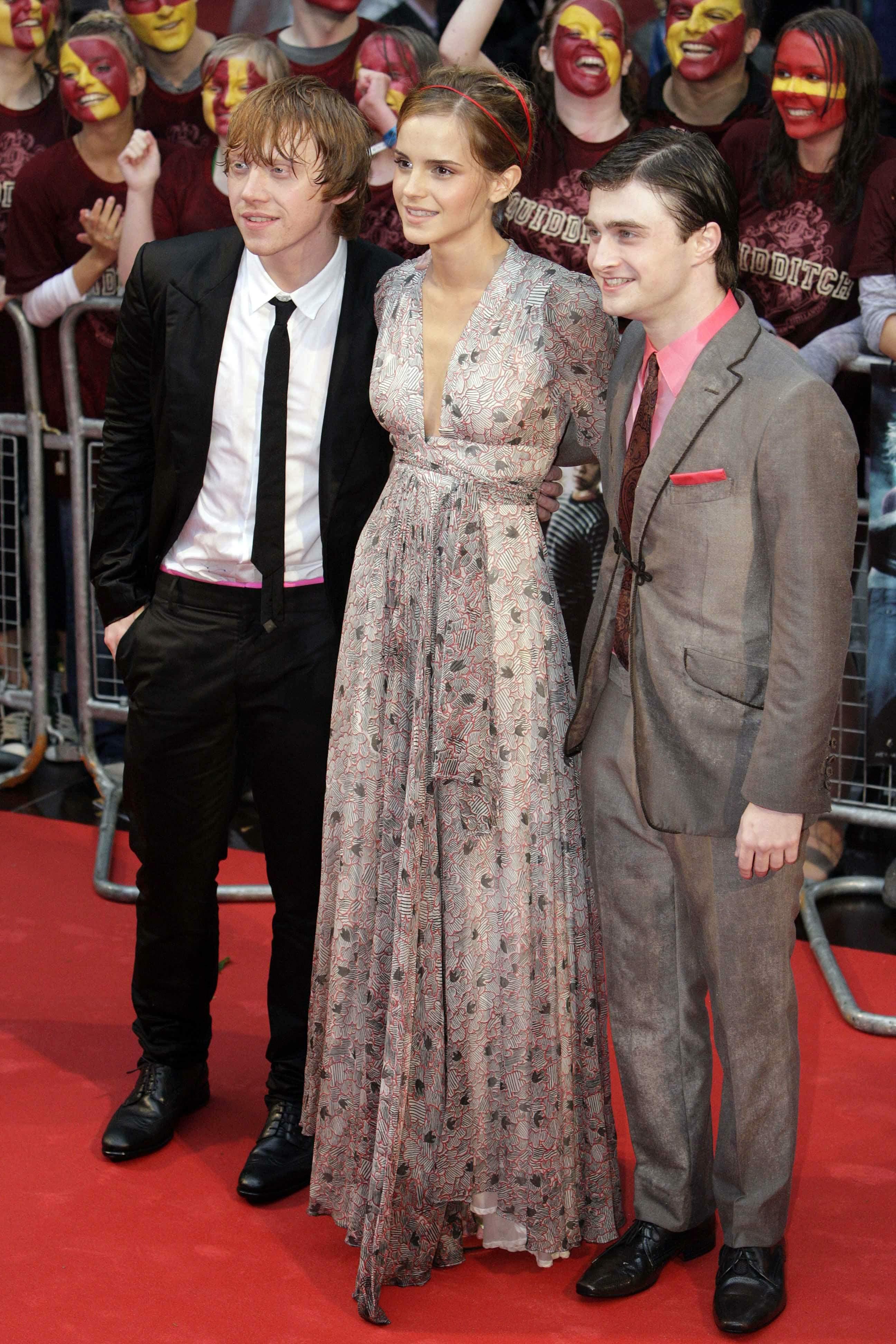50566_Emma_Watson_HPaTHBP_premiere_in_London04046_122_99lo.jpg