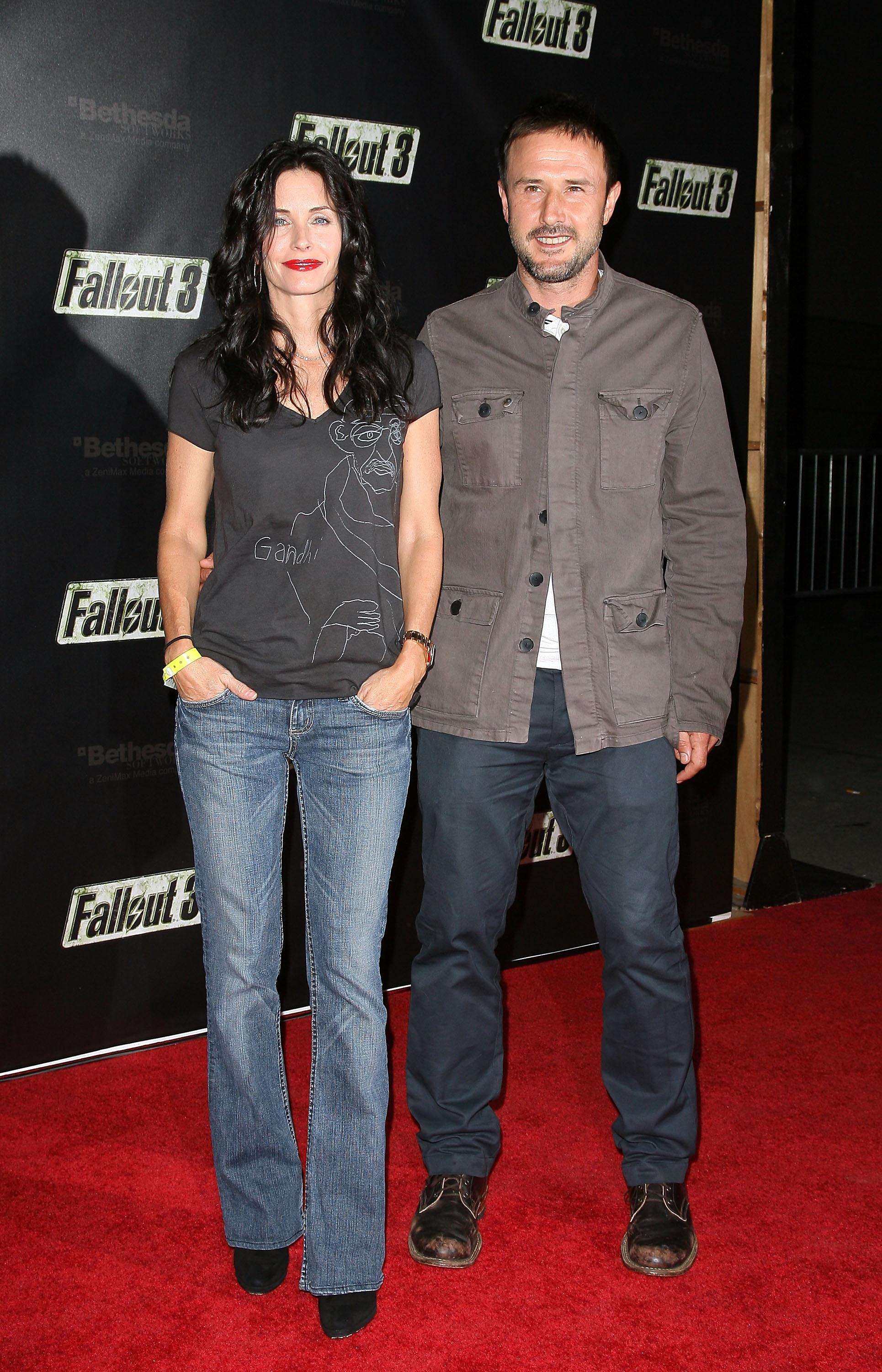 54948_Celebutopia-Courteney_Cox-Launch_Party_for_Fallout_3_videogame-01_122_234lo.jpg