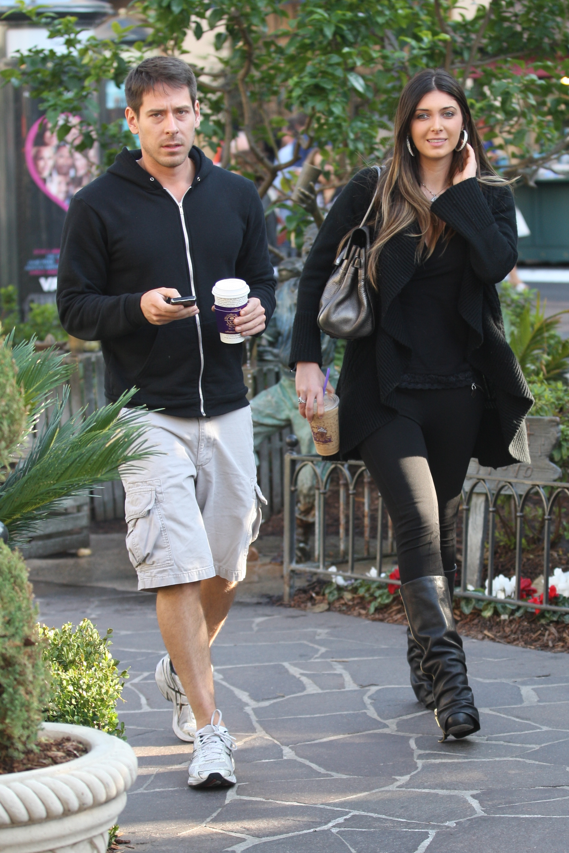 24894_celebrity-paradise.com-The_Elder-Brittny_Gastineau_2010-01-31_-_out_shopping_in_Hollywood_231_122_435lo.jpg