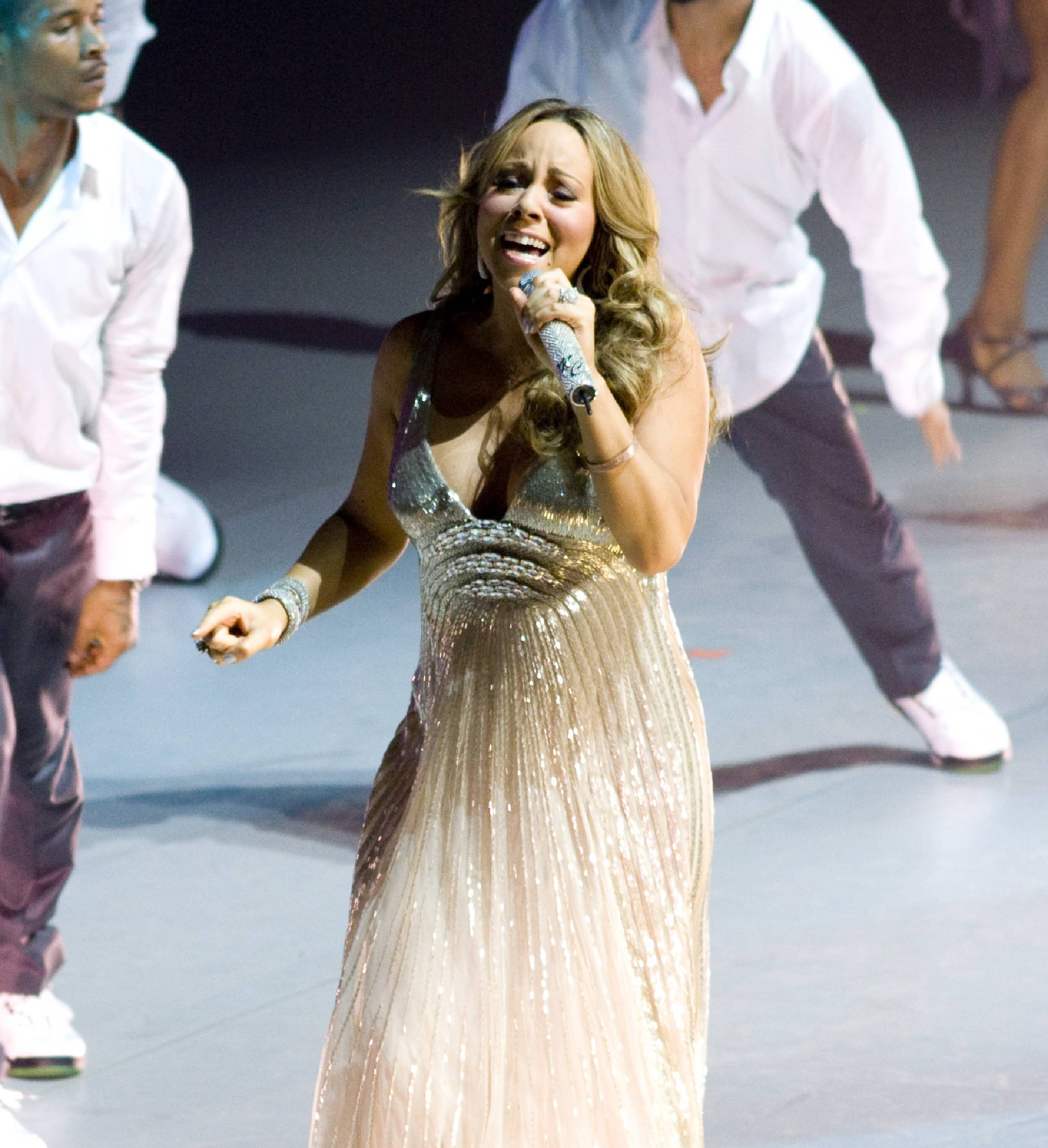 53710_Mariah_Carey_performs_at_Madison_Square_Garden_in_New_York_City-8_122_438lo.jpg