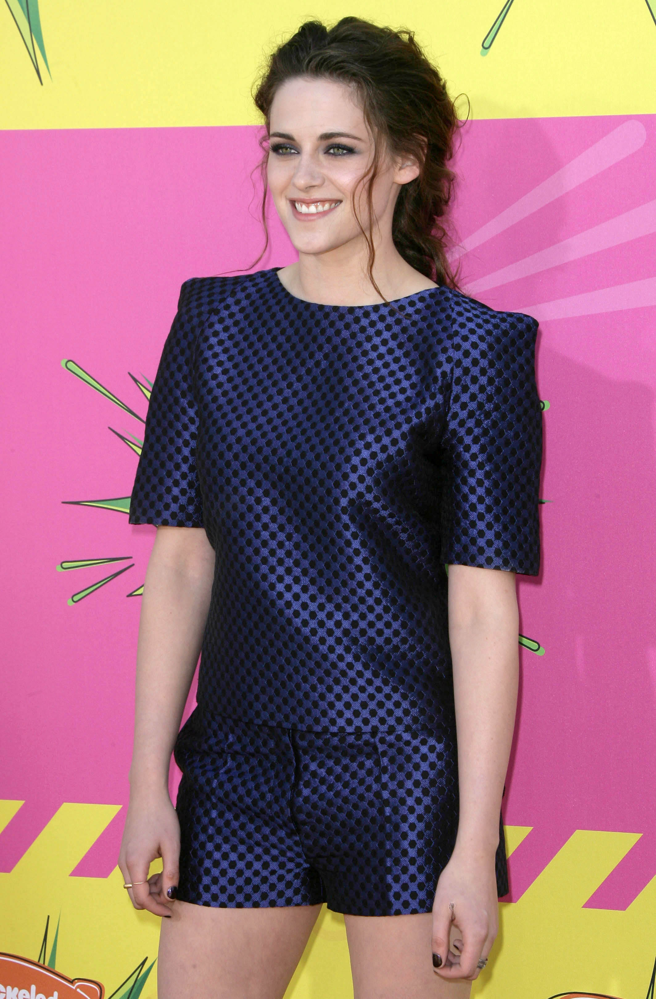 225368719_Kristen_Stewart_Nickelodeons_26th_Annual_Kids_Choice_Awards6_122_558lo.jpg