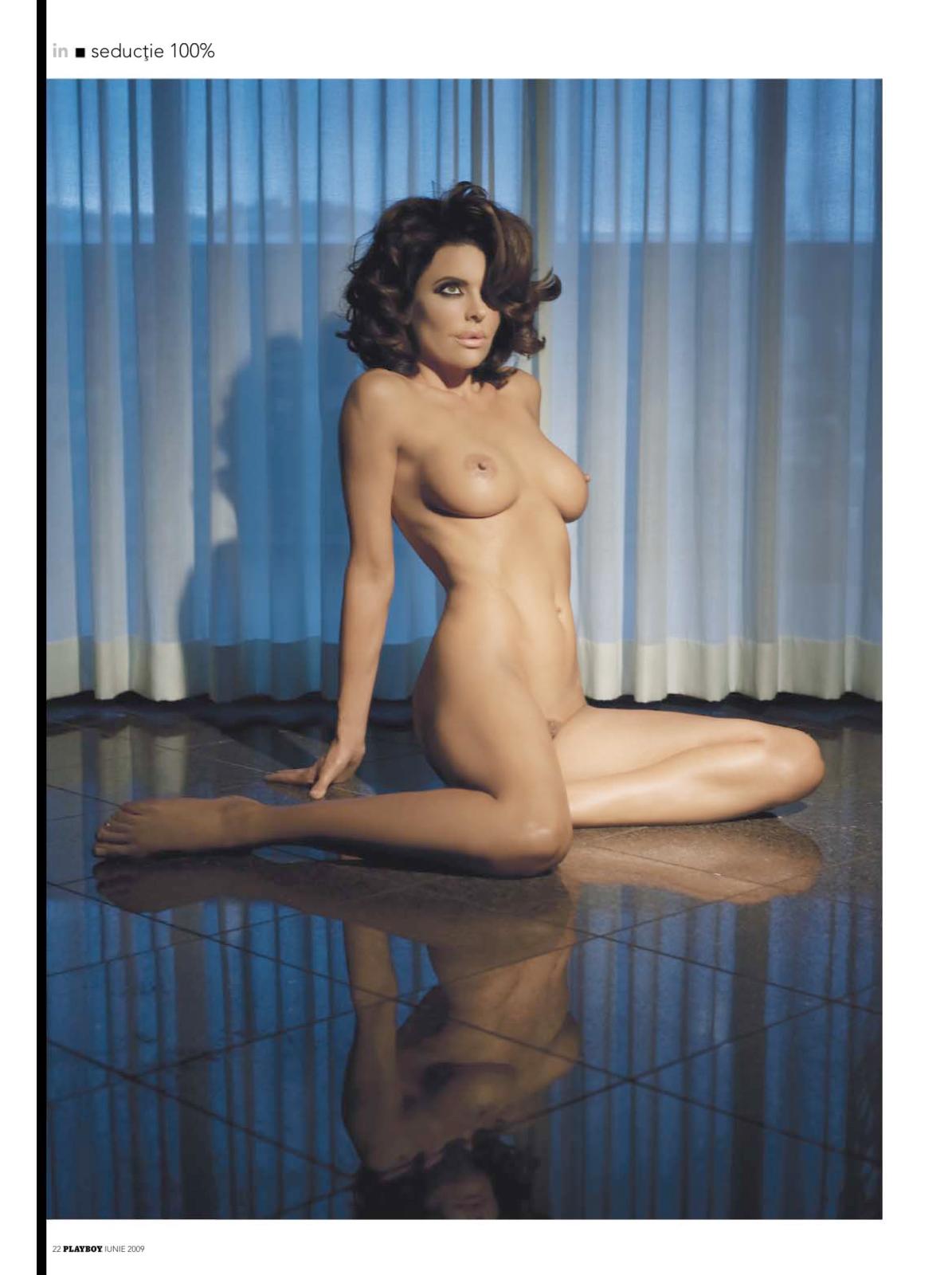 00360_Lisa_Rinna_Playboy_2009-06_Romania_06_123_588lo.jpg