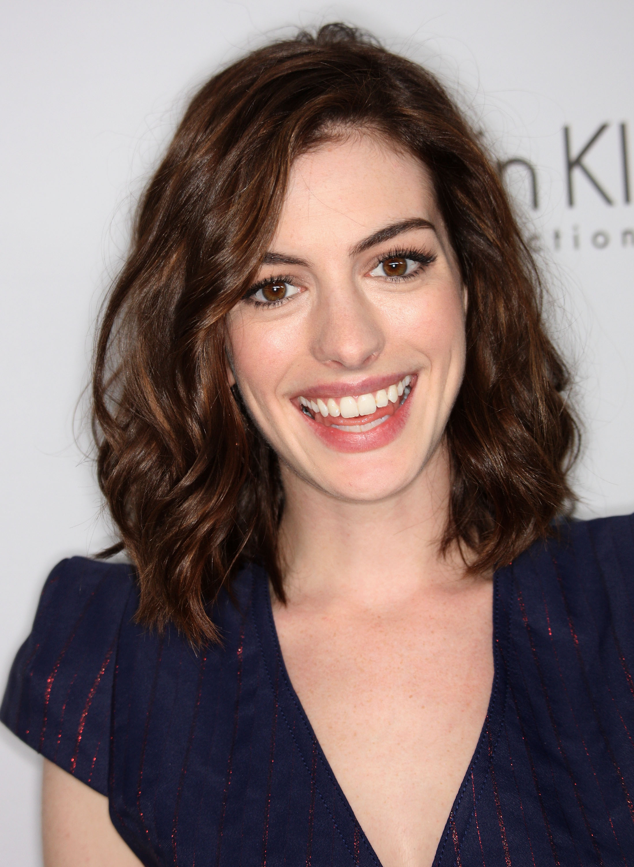 59285_Celebutopia-Anne_Hathaway-15th_annual_Women_In_Hollywood_Tribute_-08_122_78lo.jpg