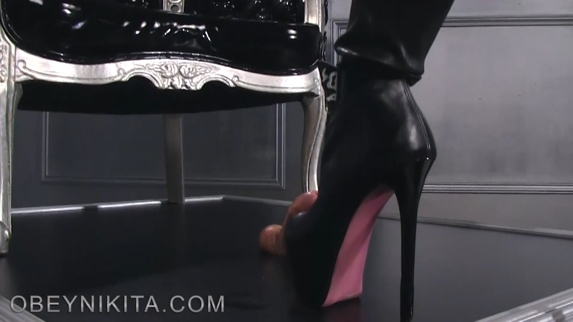 184800550_Footjob_in_latex4.mp4_20180628_184728.115_123_361lo.jpg