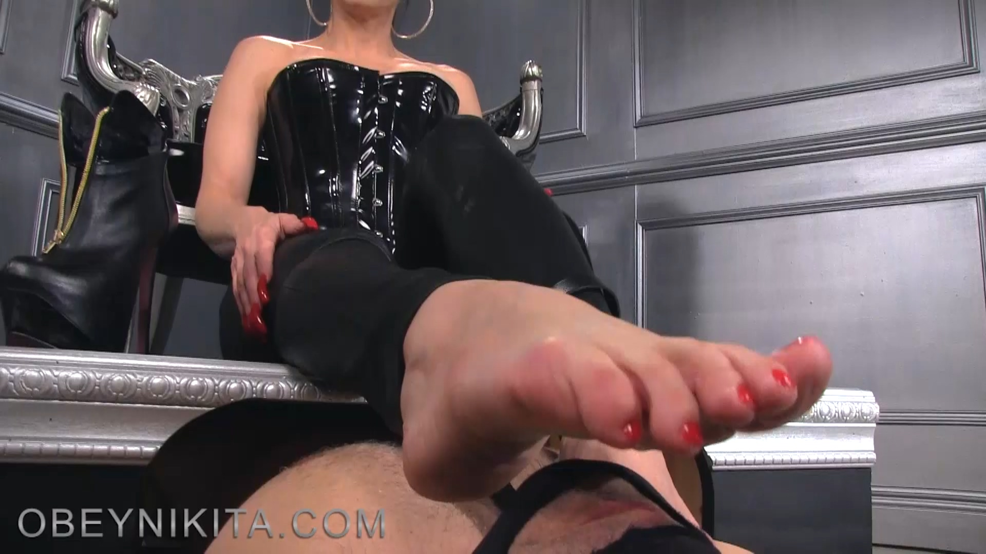 184795326_Footjob_in_latex4.mp4_20180628_184739.019_123_179lo.jpg