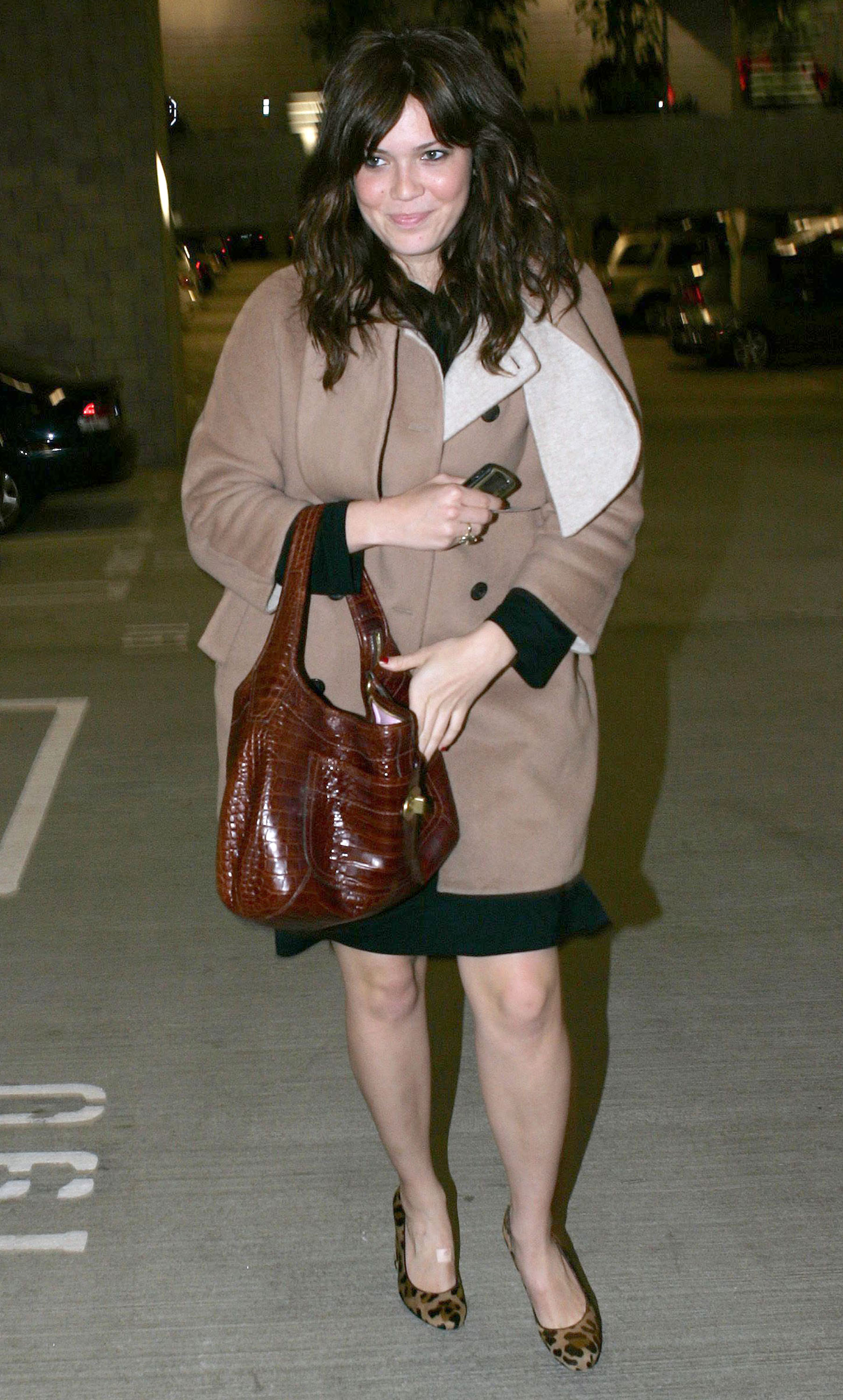 67694_celeb-city.eu_Mandy_Moore_out_and_about_in_West_Hollywood_10.12.2007_18_122_254lo.jpg