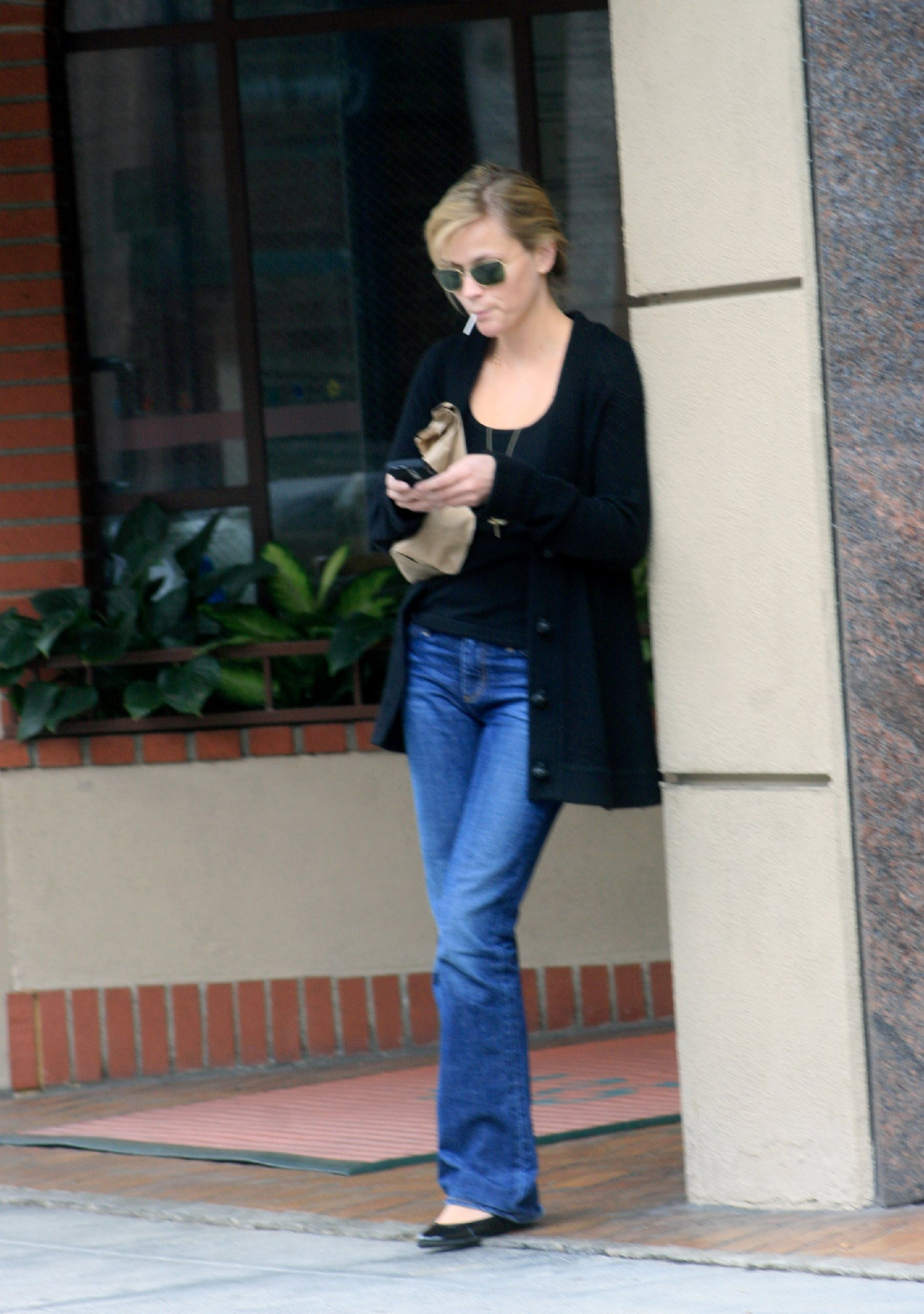 59130_celeb-city.eu_Reese_Witherspoon_leaves_a_medical_building_07_122_583lo.jpg