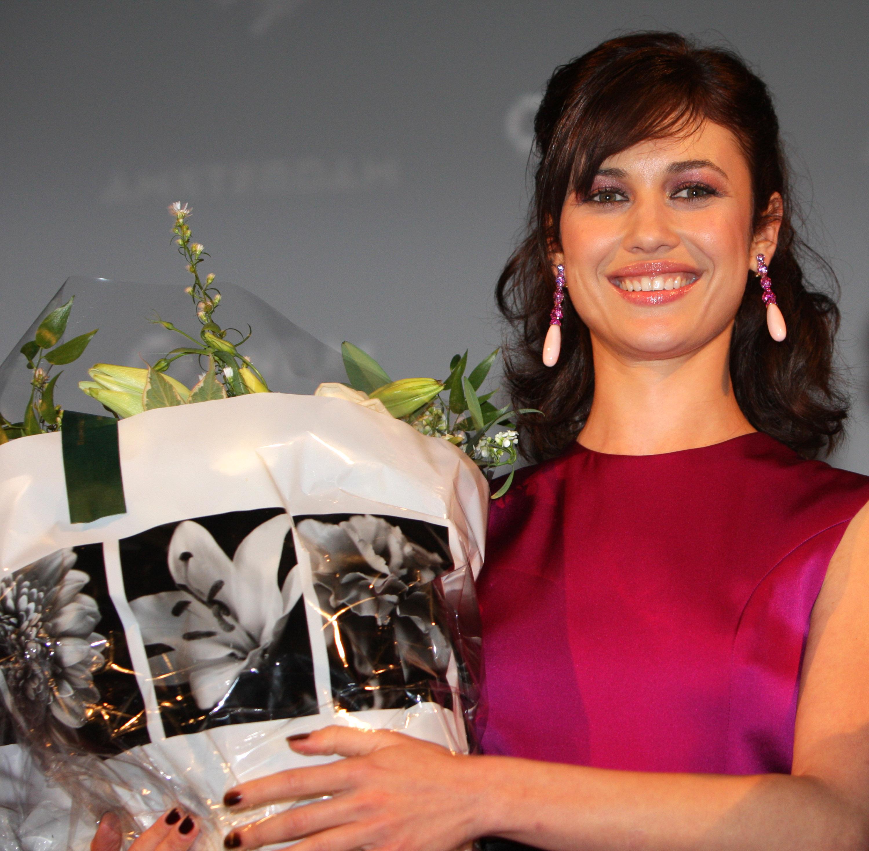 02365_Celebutopia-Olga_Kurylenko-Quantum_of_Solace_premiere_in_Amsterdam-06_122_968lo.jpg