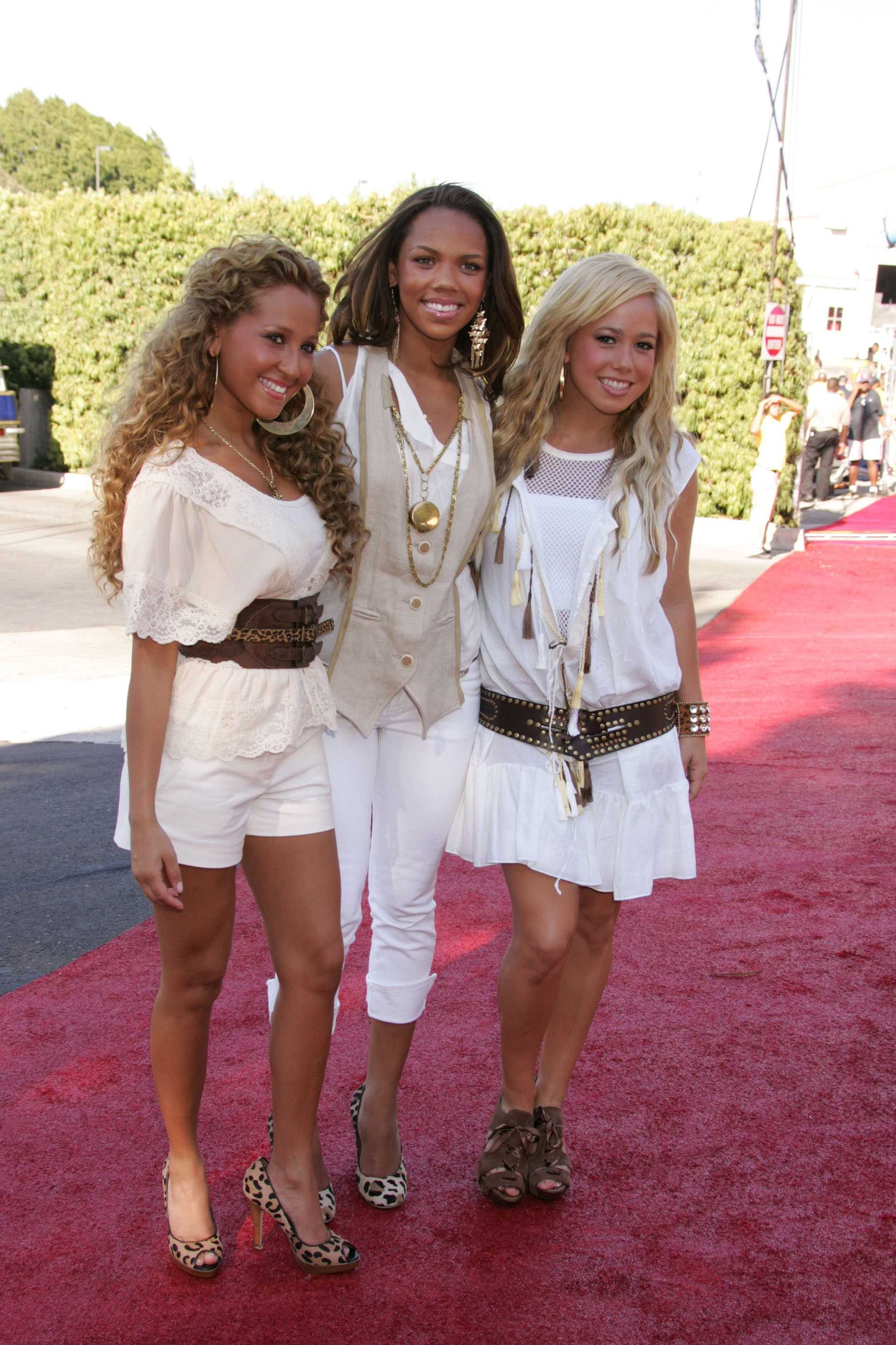 10994_Cheetah_Girls__7_122_996lo.jpg