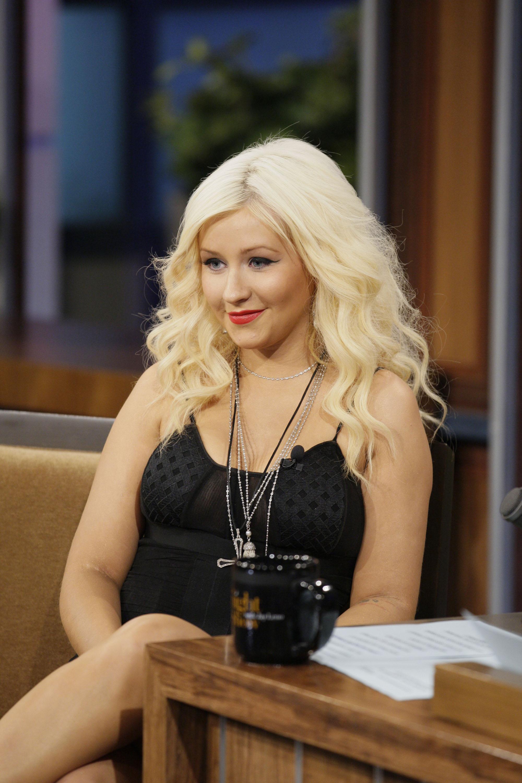 062224859_Christina_Aguilera_At_Tonight_Show_with_Jay_Leno3_122_479lo.jpg