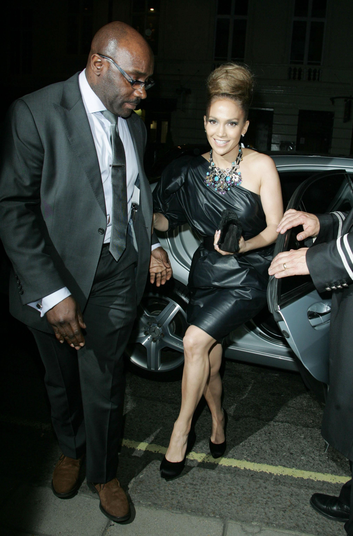 50088_celebrity_paradise.com_TheElder_JenniferLopez2010_04_28_TheBack_UpPlanUKPremiere82_122_1161lo.jpg