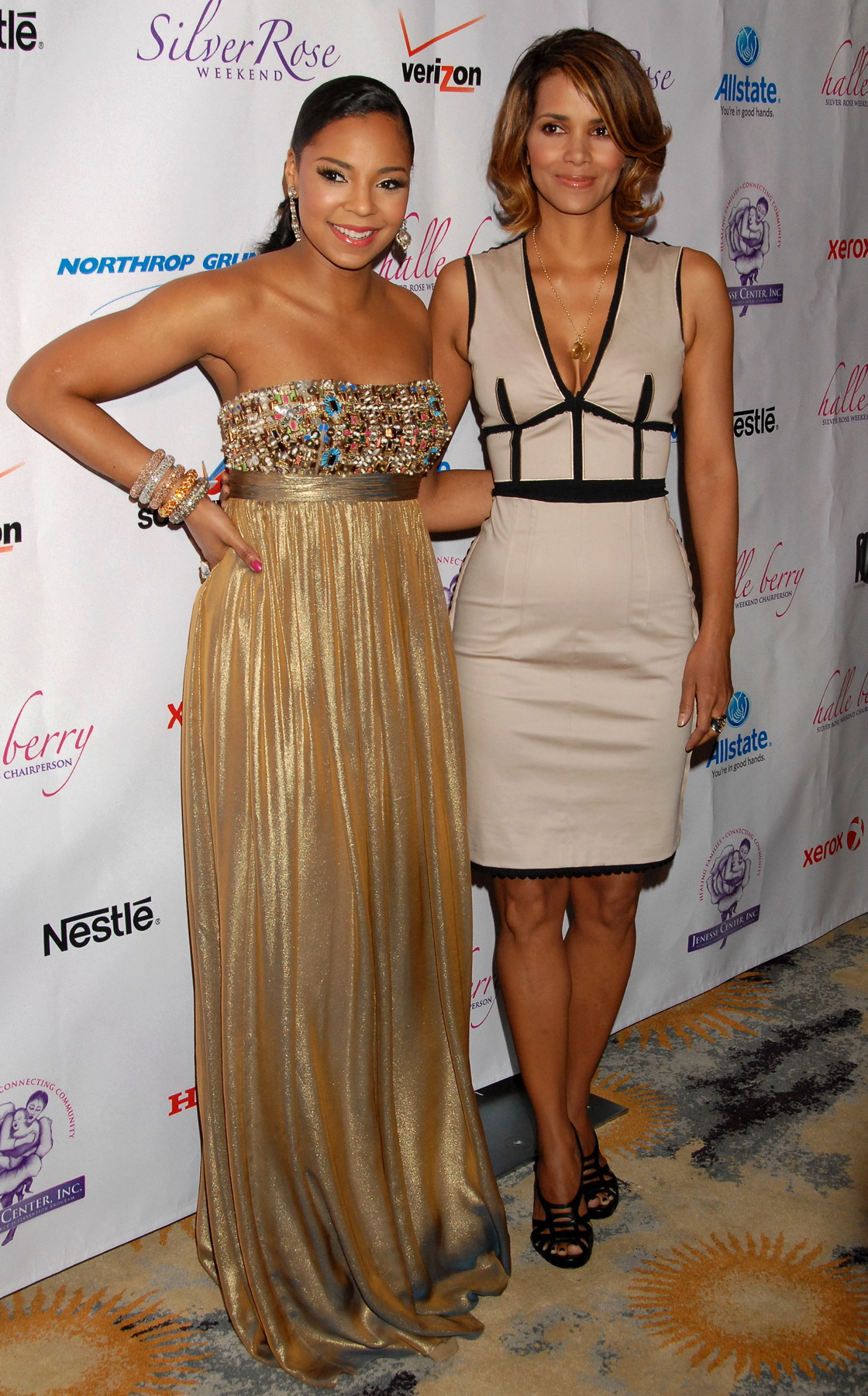 64083_Halle_Berry_2009_Jenesse_Silver_Rose_Gala_Auction_in_Beverly_Hills_107_122_243lo.jpg