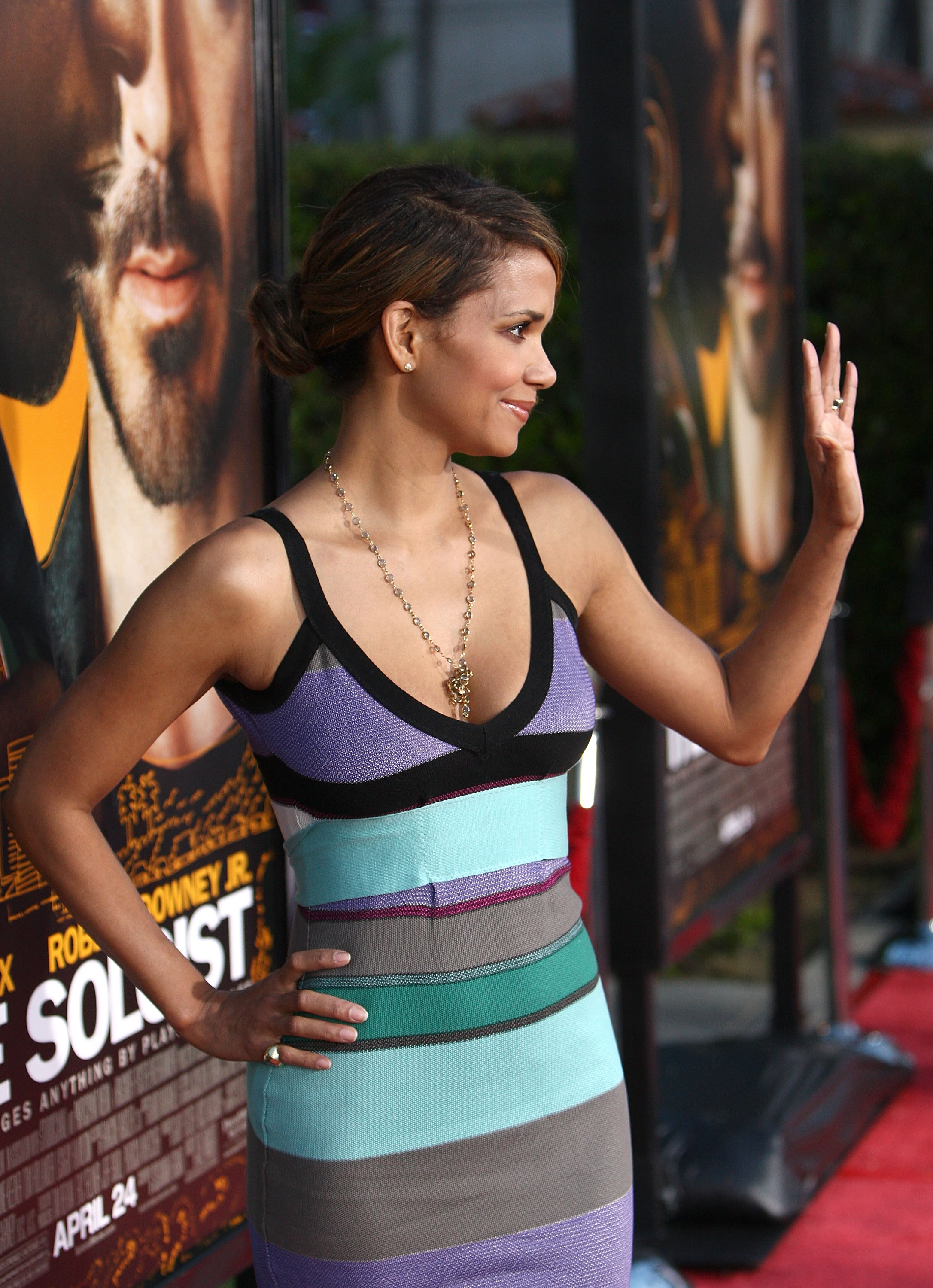 67514_Halle_Berry_The_Soloist_premiere_in_Los_Angeles_10_122_404lo.jpg