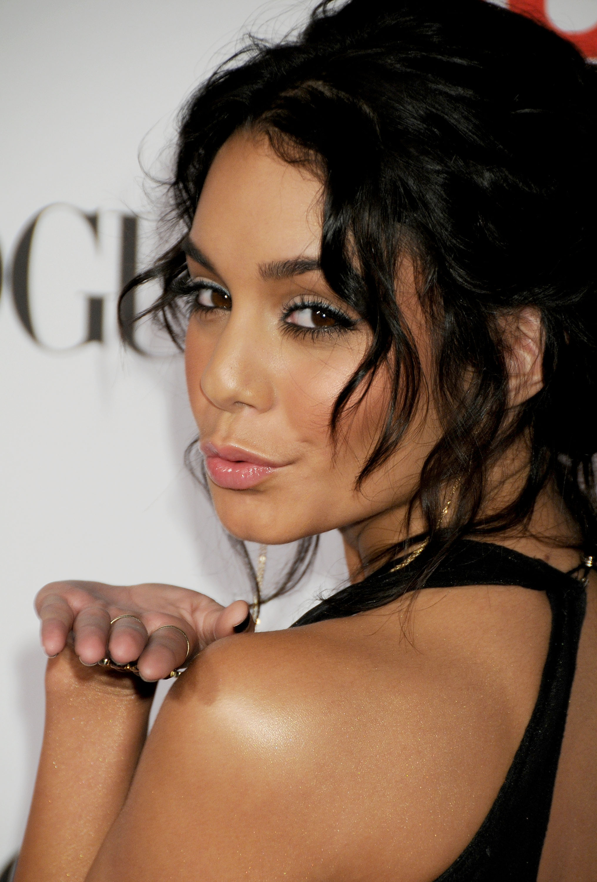 18222_Vanessa_Hudgens_Teen_Vogue_Young_Hollywood_Party_09-18-2008_0033_122_135lo.jpg