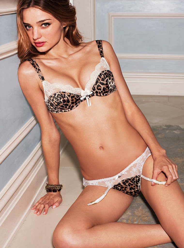 98995_miranda_kerr_fall_09_victorias_secret_catalogue-41_122_172lo.jpg