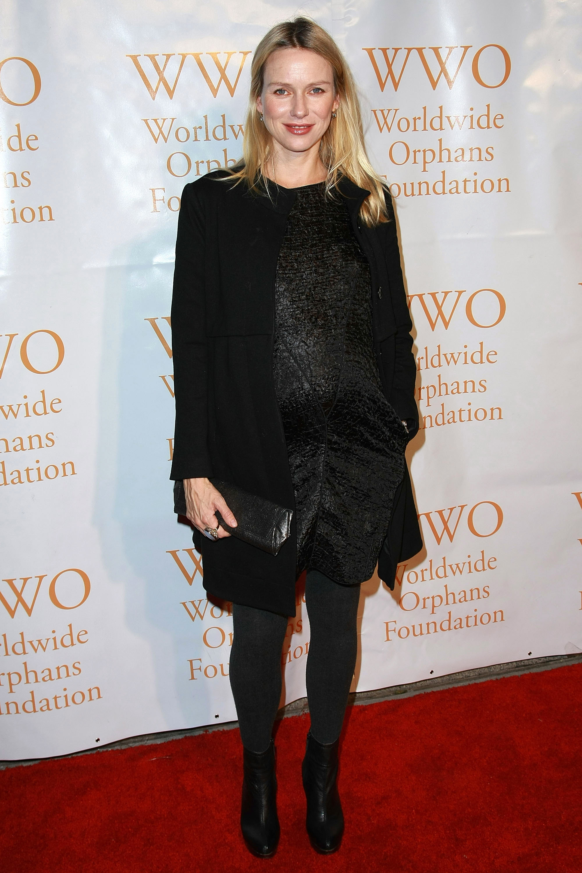 81719_Celebutopia-Naomi_Watts-4th_Annual_Worldwide_Orphans_Foundation_benefit_gala-02_122_538lo.jpg