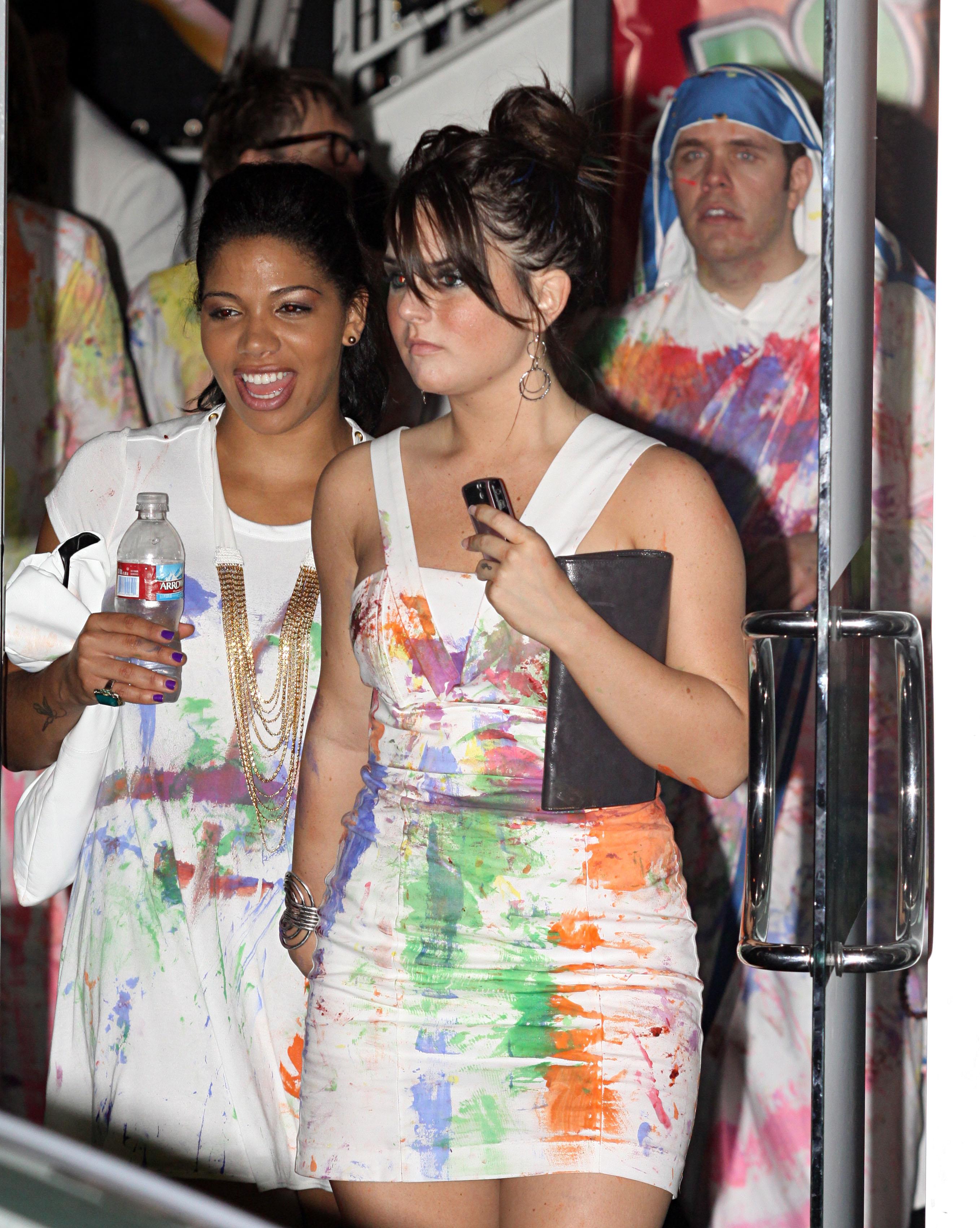 74157_Joanna_JoJo_Levesque_arrives_to_celebrate_Katy_Perrys_25th_birthday_party-9_122_78lo.jpg