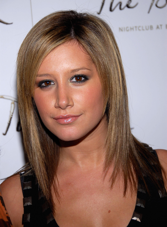 10504_Celebutopia-Ashley_Tisdale-Jennifer_Tisdale23s_birthday_celebration_in_Las_Vegas-10_122_44lo.jpg