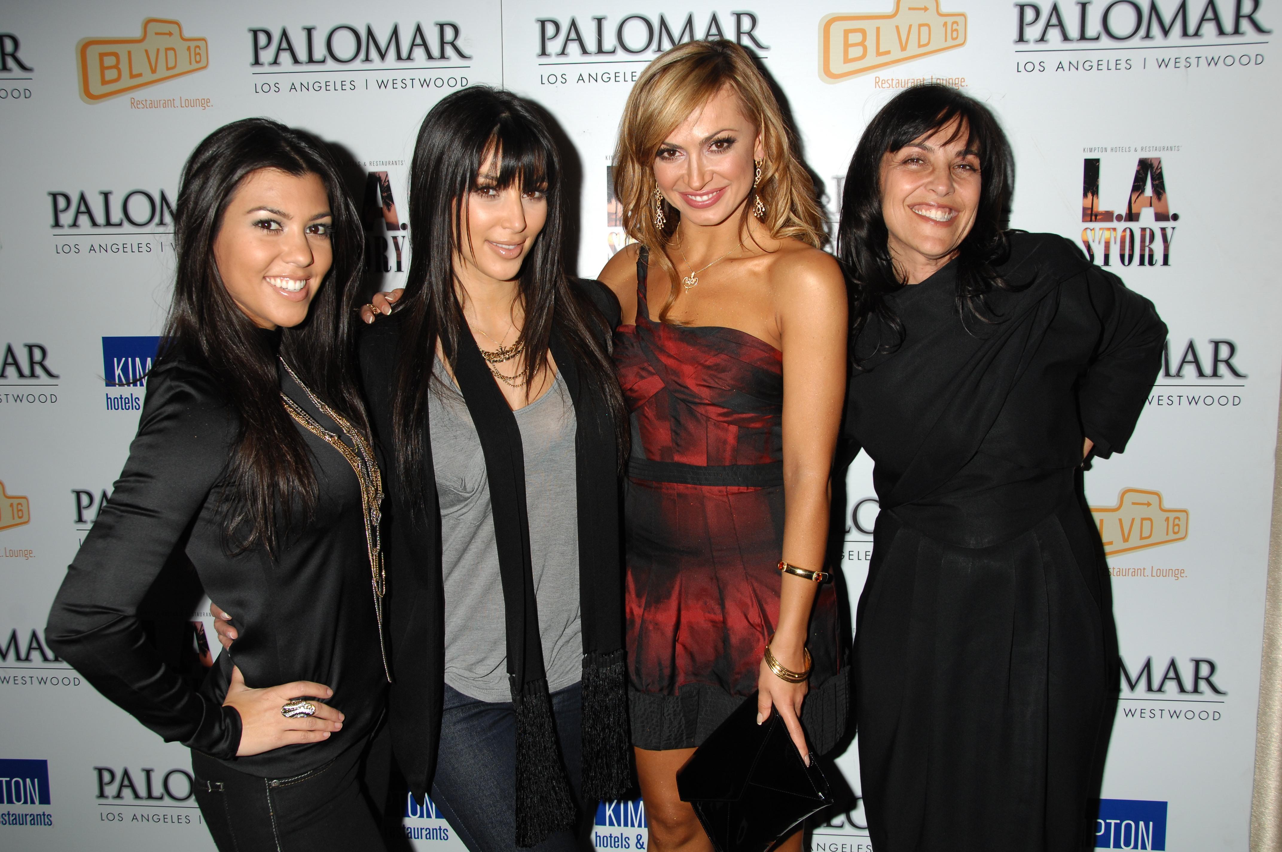 03447_Kim_Kardashian_2008-12-08_-_A_Night_For_Change_benefiting_Alternative_Intervention_Models_in_LA_8128_122_552lo.jpg