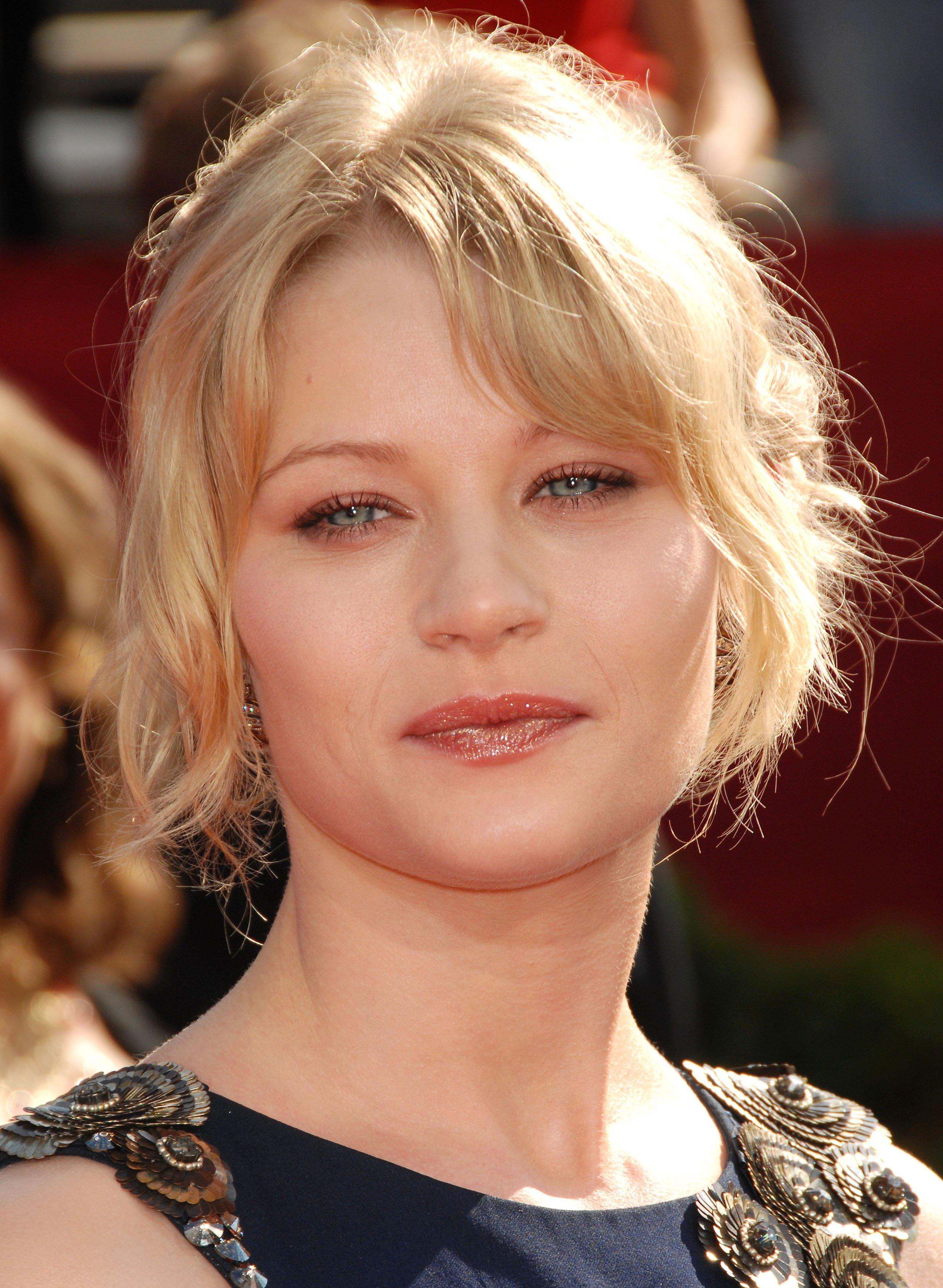 48408_Celebutopia-Emilie_de_Ravin_arrives_at_the_60th_Annual_Primetime_Emmy_Awards-13_122_598lo.jpg