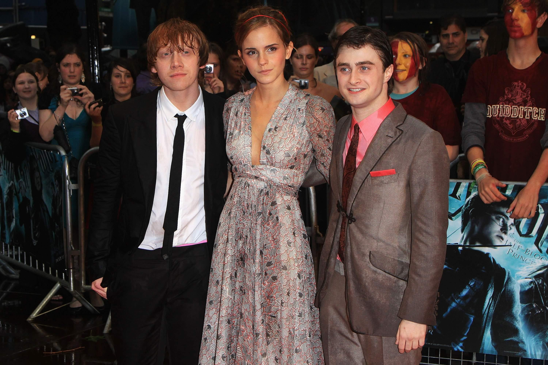 50973_Emma_Watson_HPaTHBP_premiere_in_London04057_122_94lo.jpg