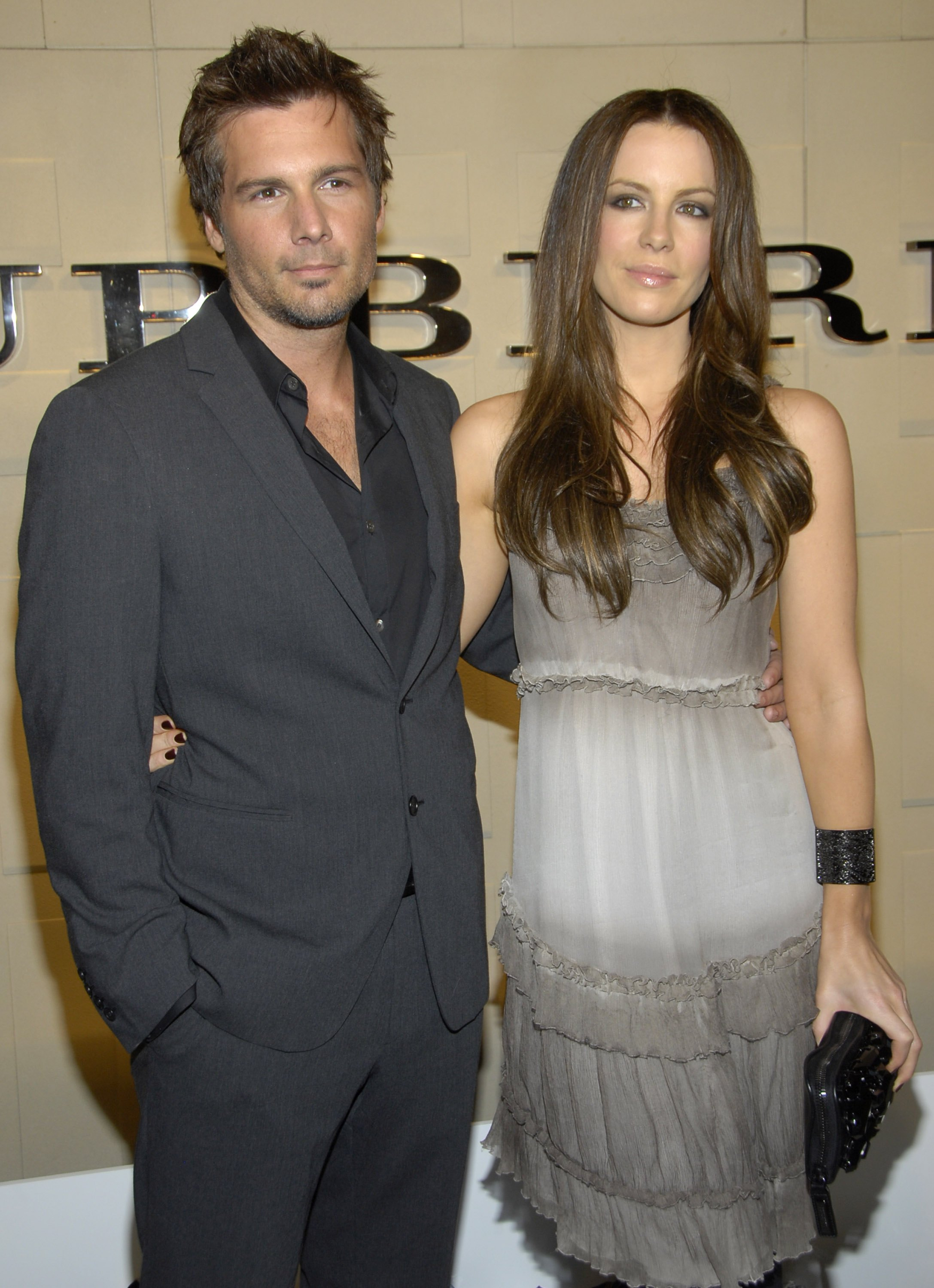 72463_Kate_Beckinsale__-_Reopening_celebration_of_the_Beverly_Hills_Burberry_store_CU_ISA03_122_375lo.JPG