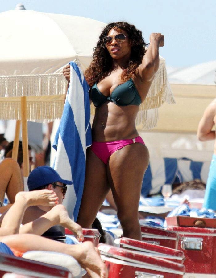 019166112_tduid2346_SerenaWilliams_Bikini_Miami_Kanoni_5_122_163lo.jpg
