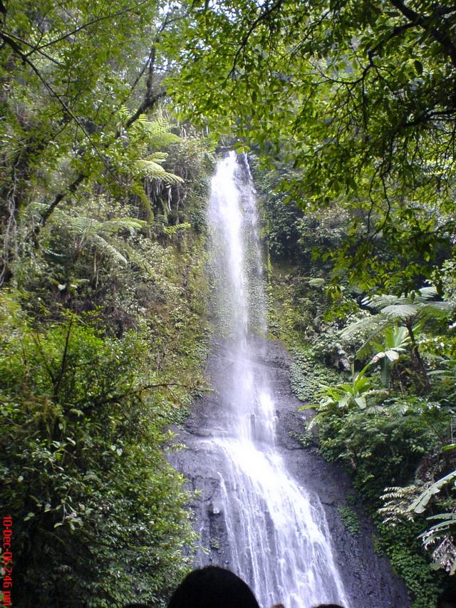 45129_waterfall_122_105lo.jpg