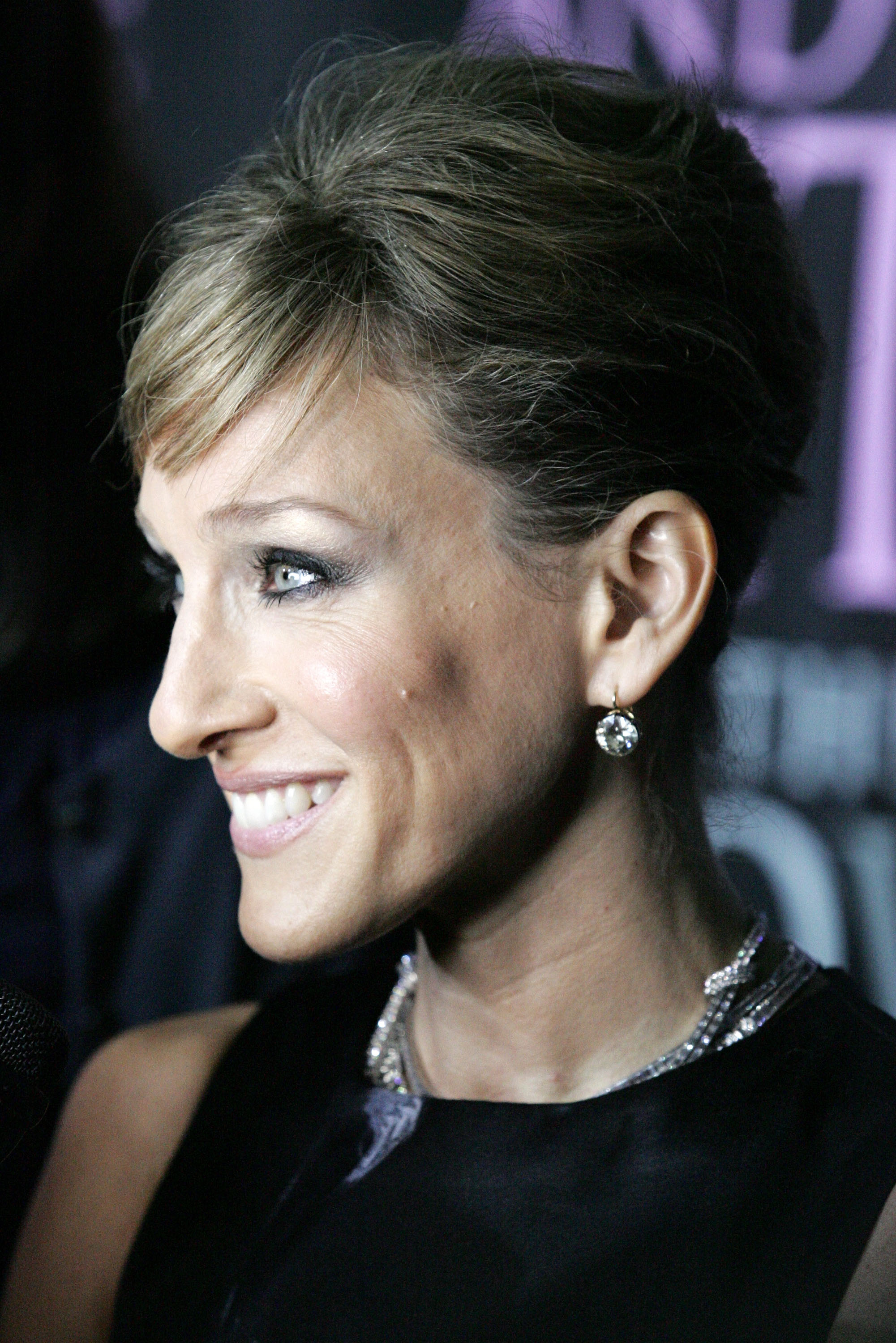 03915_Celebutopia-Sarah_Jessica_Parker-Sex_and_the_City_The_Movie_DVD_launch_in_New_York_City-08_122_125lo.jpg