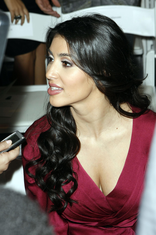 25231_Celebutopia-Kim_Kardashian-D36Amore_By_Marceau_Spring_2009_fashion_show_Front_Row-02_122_465lo.jpg