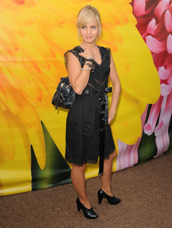 27754_Celebutopia-Mena_Suvari-Spring_2009_Mercedes-Benz_Fashion_Week-05_122_581lo.jpg