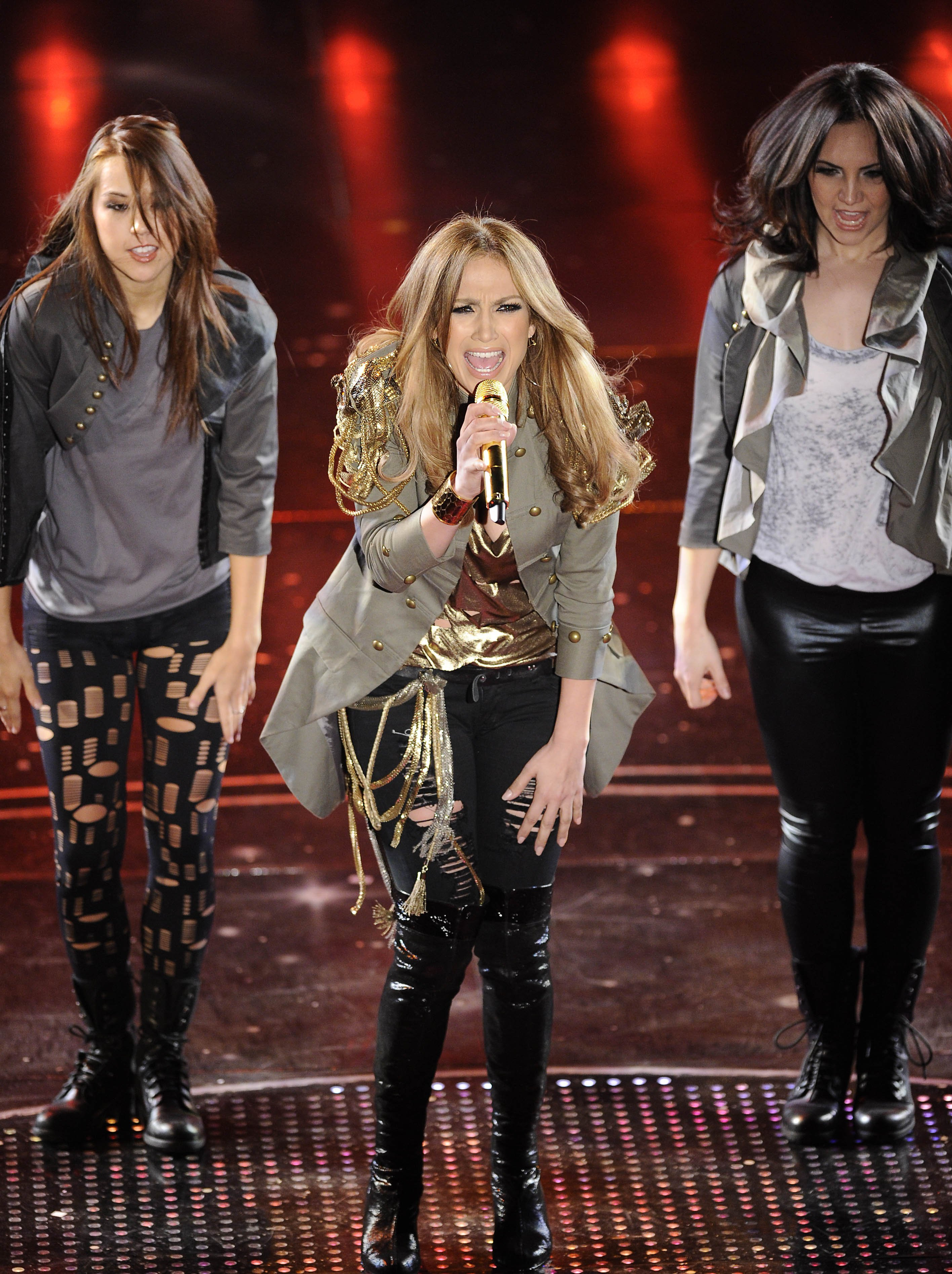 75099_Jennifer_Lopez_performs_during_the_Festival_di_Sanremo_Italian_song_contest-5_122_648lo.jpg