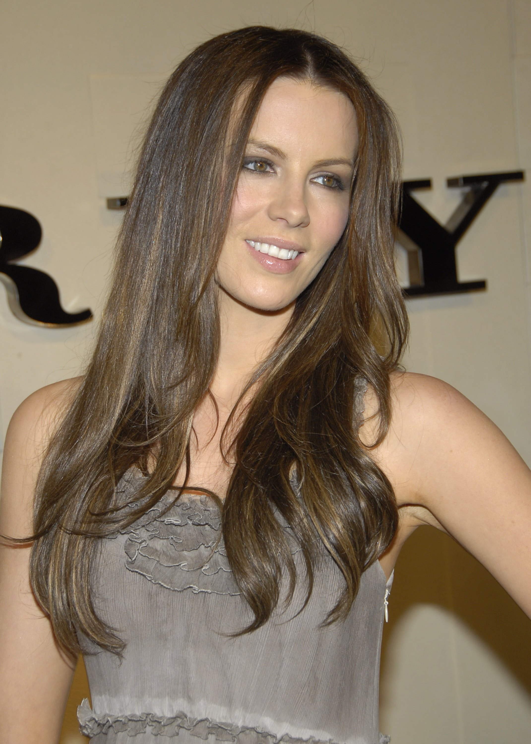 72460_Kate_Beckinsale__-_Reopening_celebration_of_the_Beverly_Hills_Burberry_store_CU_ISA02_122_164lo.JPG