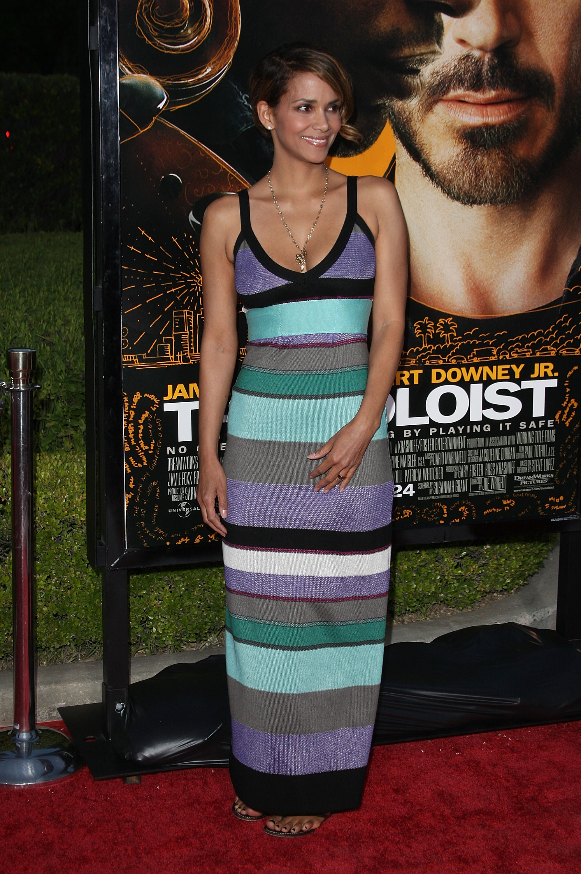 64676_Halle_Berry_The_Soloist_premiere_in_Los_Angeles_20_122_195lo.jpg