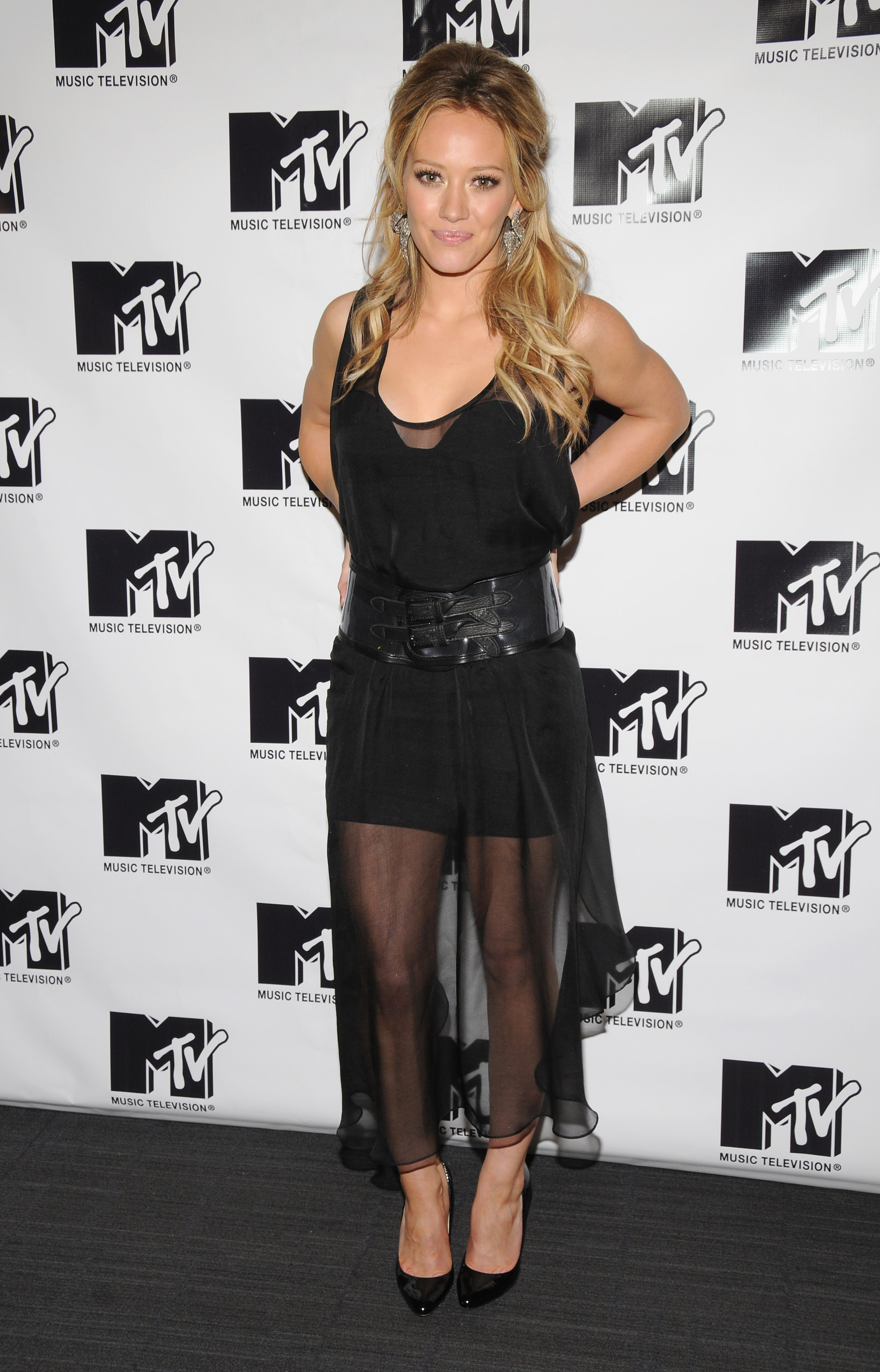 04808_Celebutopia-Hilary_Duff-MTV5s_TRL_Total_Finale_Live-07_122_469lo.jpg