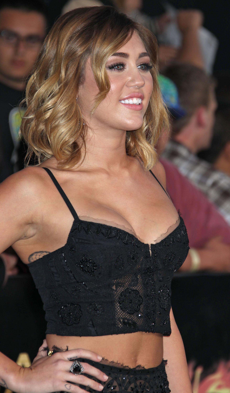 33276_Miley_Cyrus_Adds38_123_736lo.jpg