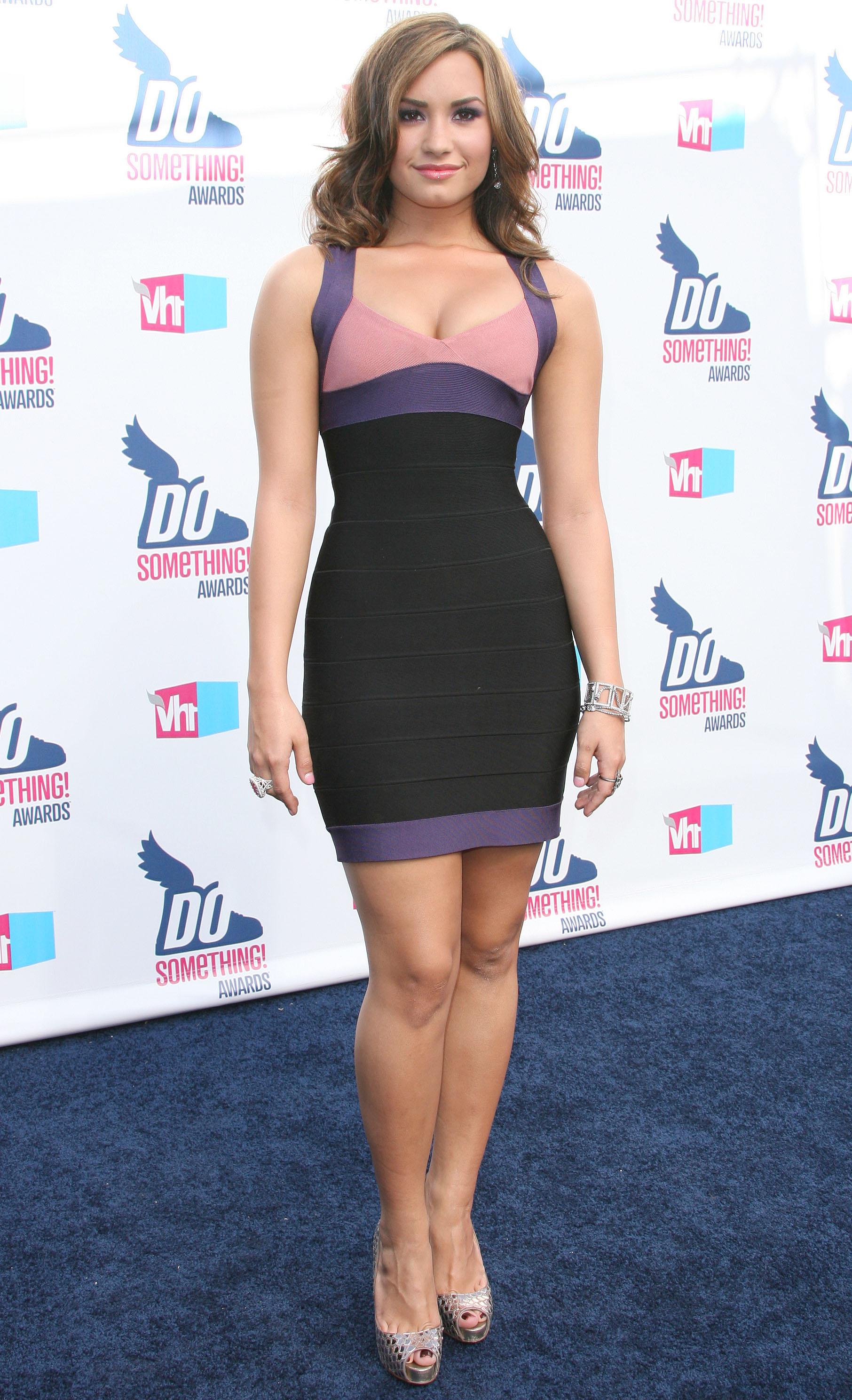 27953_Demi_Lovato_2010_VH1_Do_Something_Awards6_122_148lo.jpg