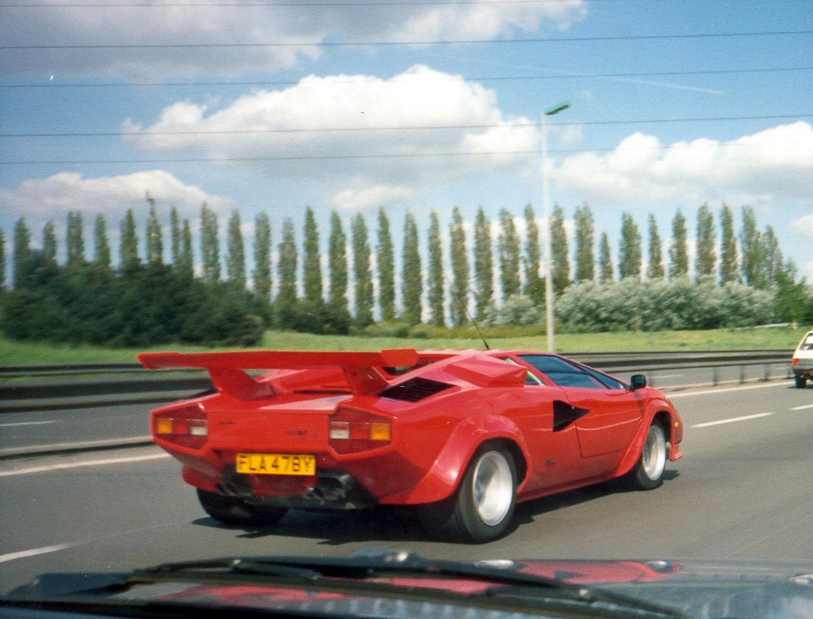60225_countach_red_122_234lo.jpg