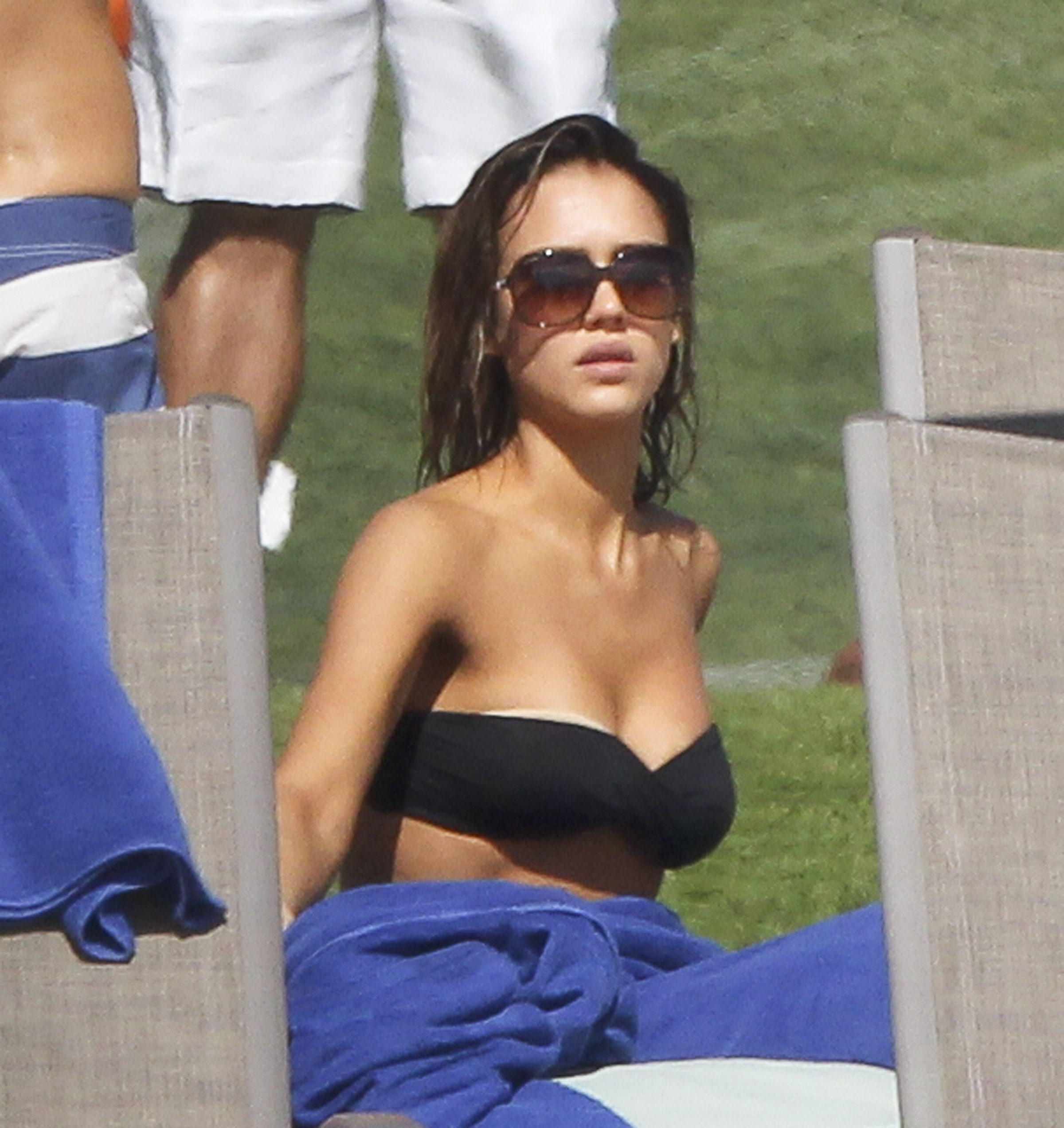 49301_Jessica_Alba_Vacationing_in_Cabo4_122_377lo.jpg
